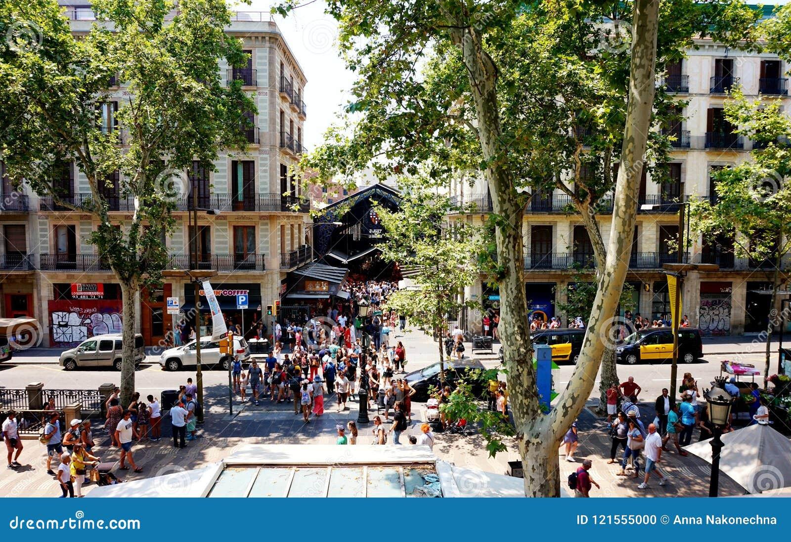 Vista del ` antiguo y del La Rambla de Boqueria del ` del mercado en Barcelona