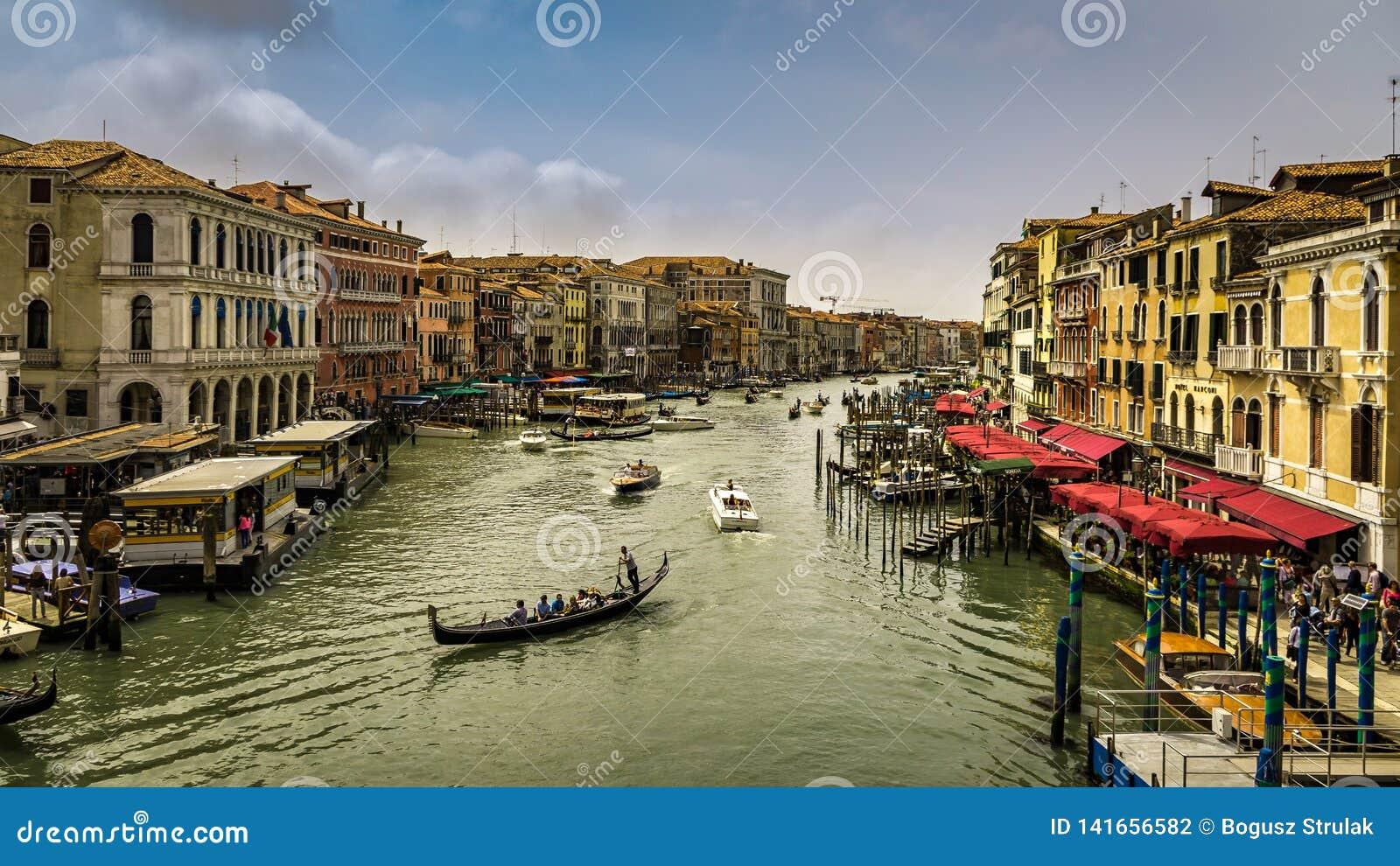 Vista del canal grande a Venezia