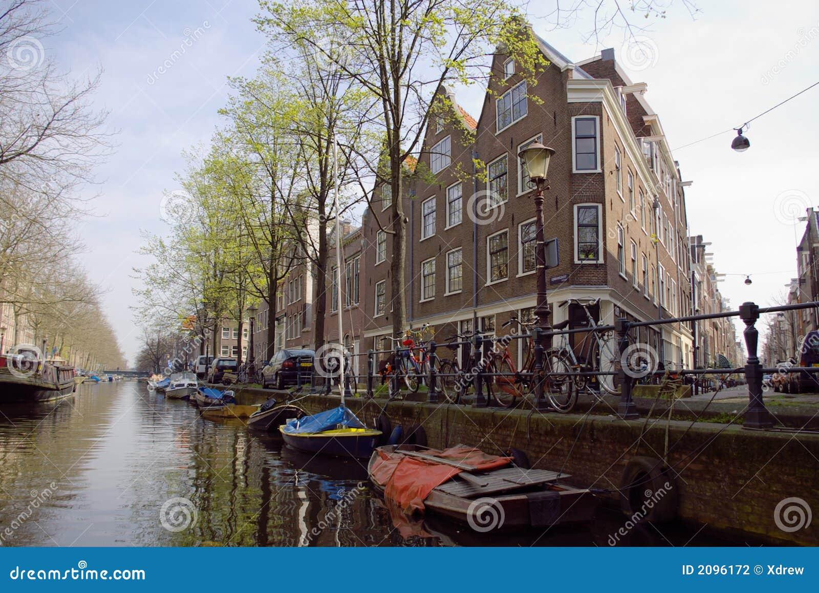 Vista del canale di amsterdam fotografia stock immagine for Houseboat amsterdam prezzi