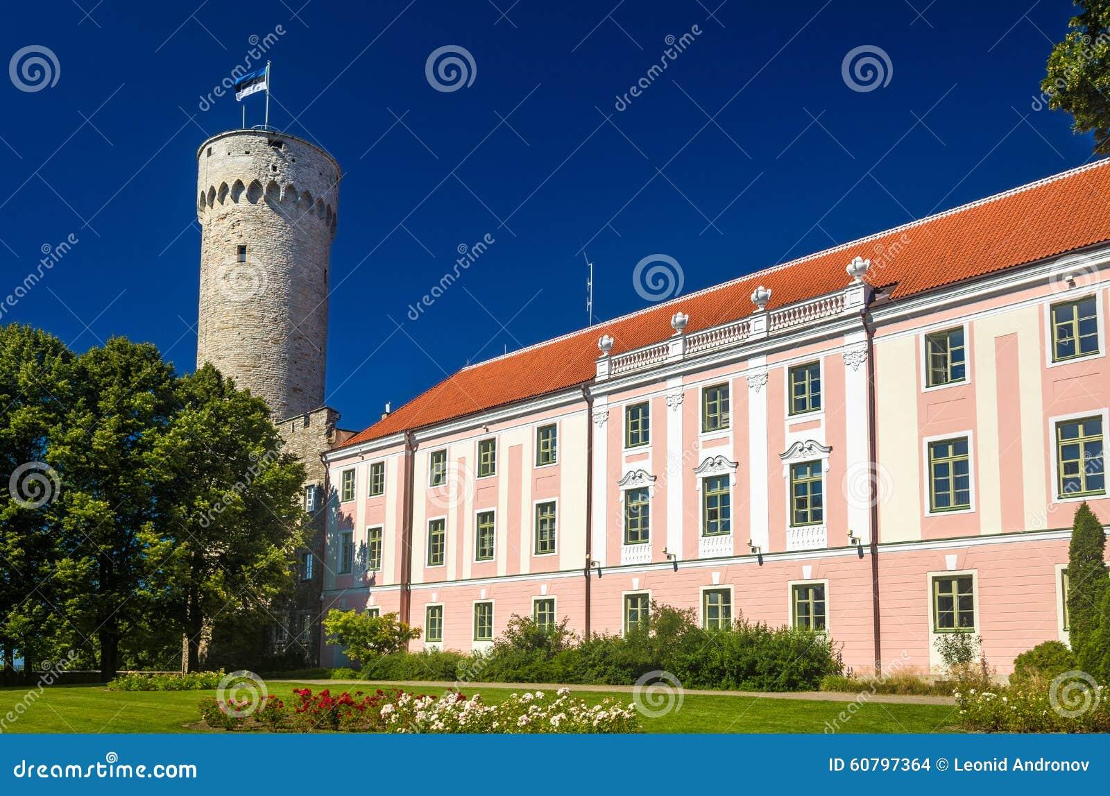 Vista del castello di Toompea a Tallinn