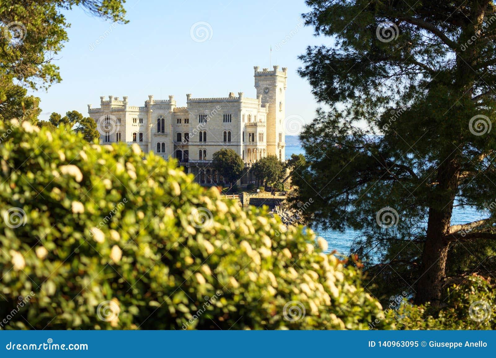 Vista del castillo de Miramare, Trieste