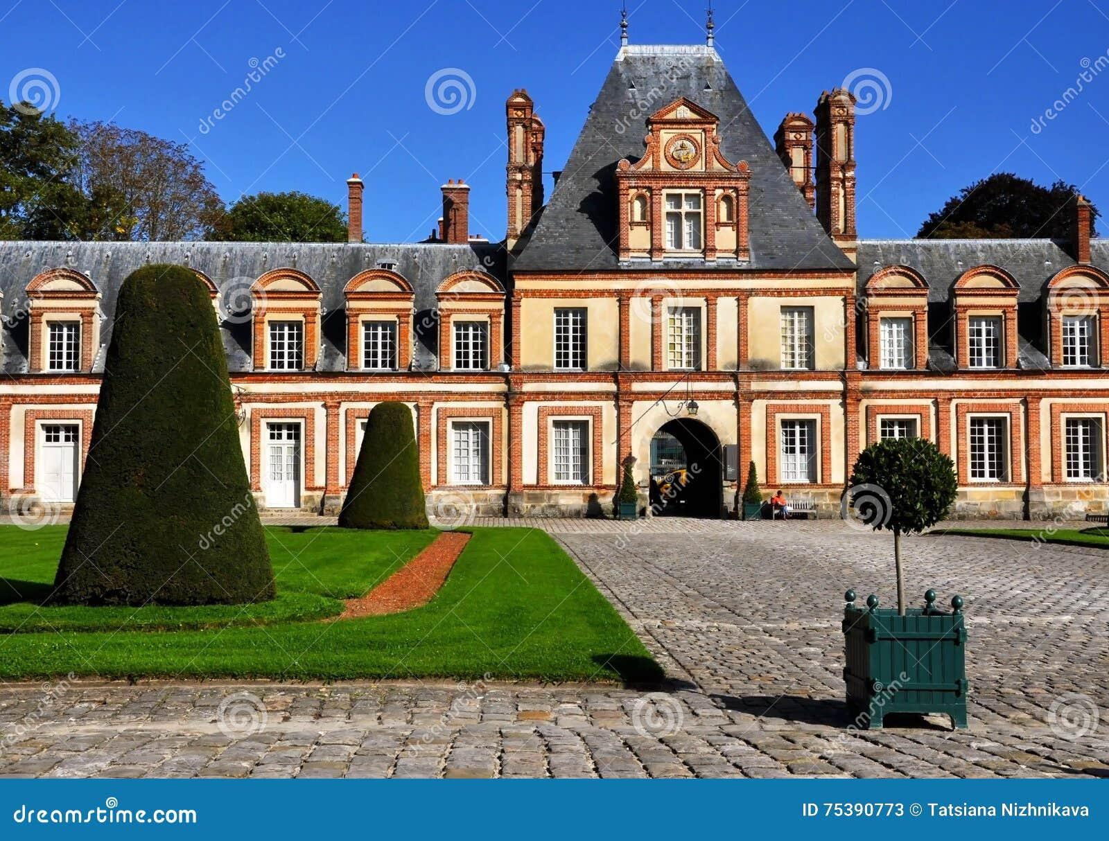 Vista del castillo francés de Fontainebleau