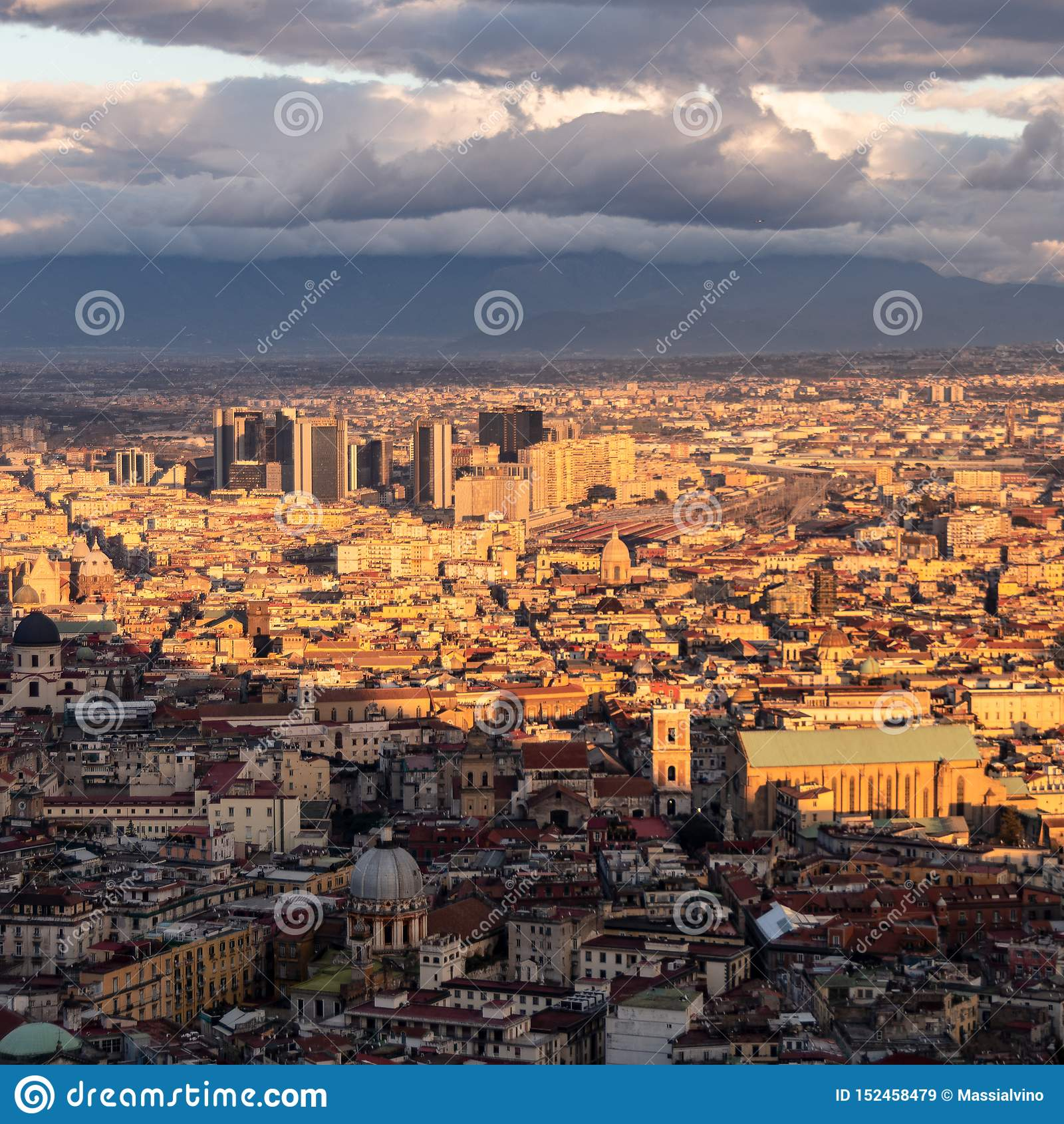 Vista del centro direccional de Nápoles del Museo Nacional de san Martín