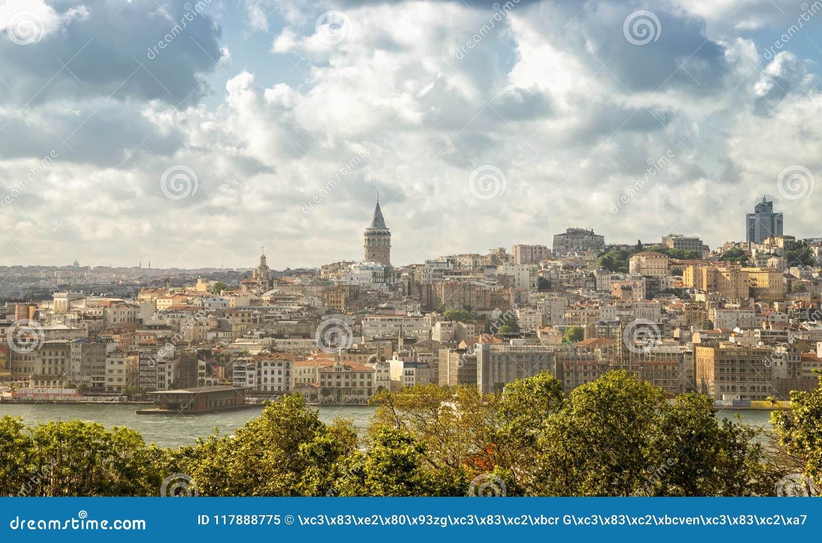 Vista del distrito de Galata, Estambul, Turquía