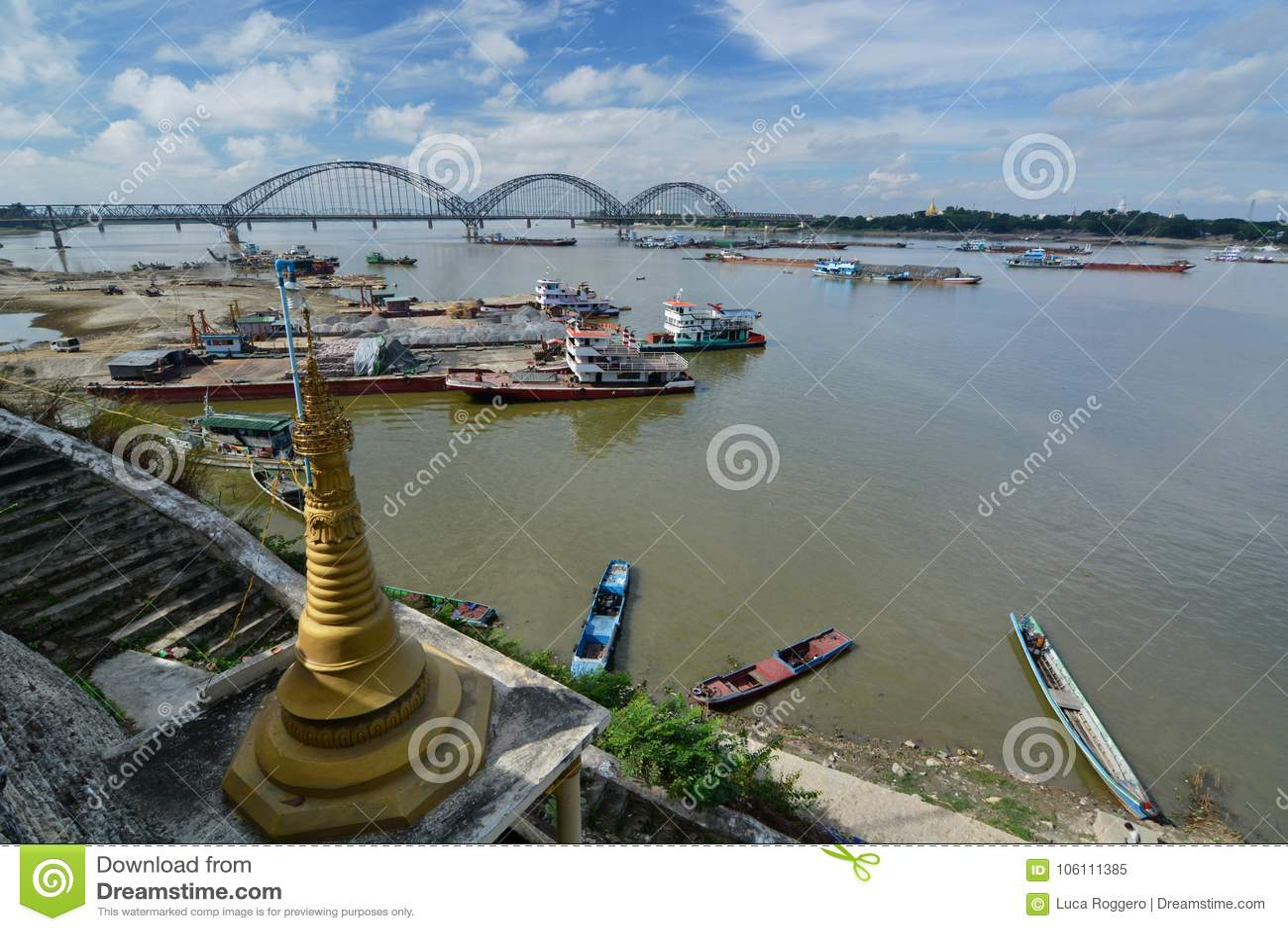 Vista del fiume di Irrawaddy dalla pagoda di Shwe-kyet-kya mandalay myanmar