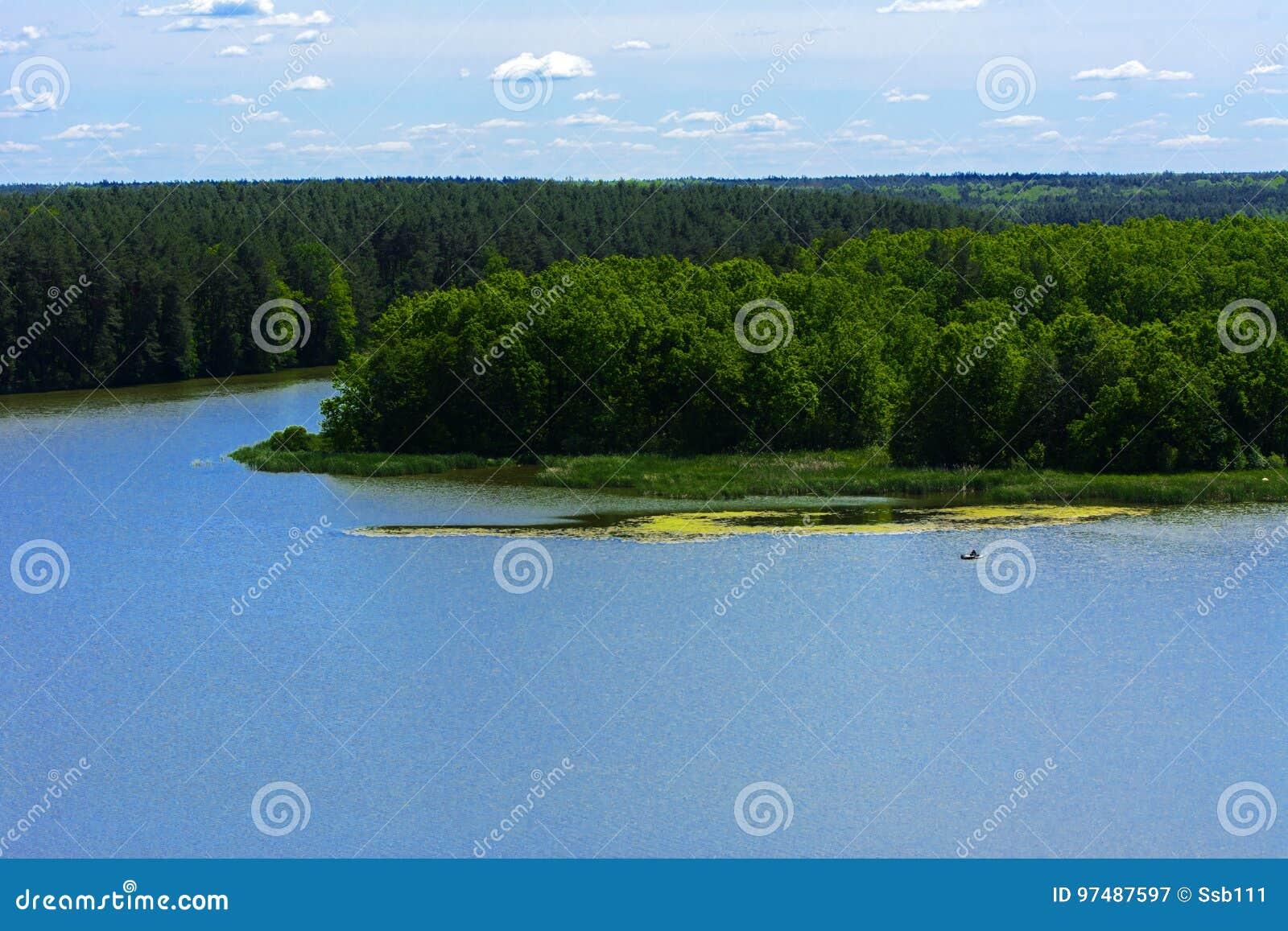 Vista del fiume di Teterev da un altezza nel parco della città