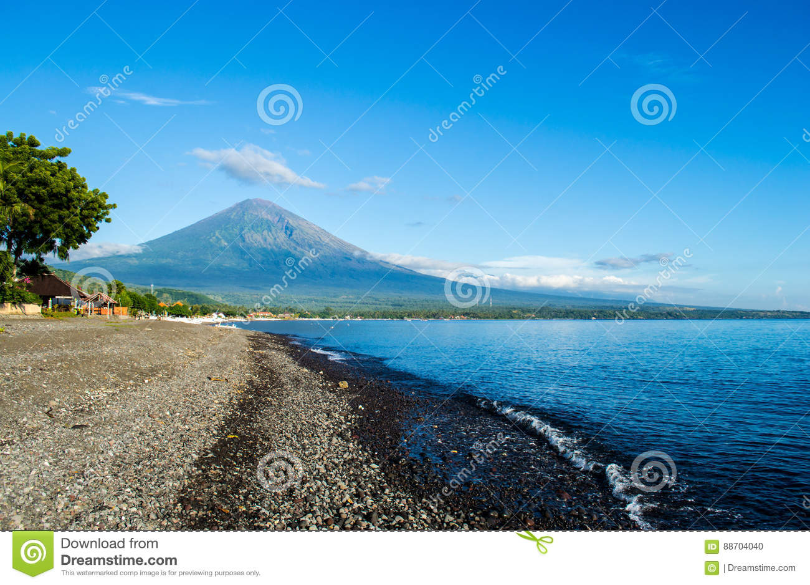 Vista del mare del vulcano