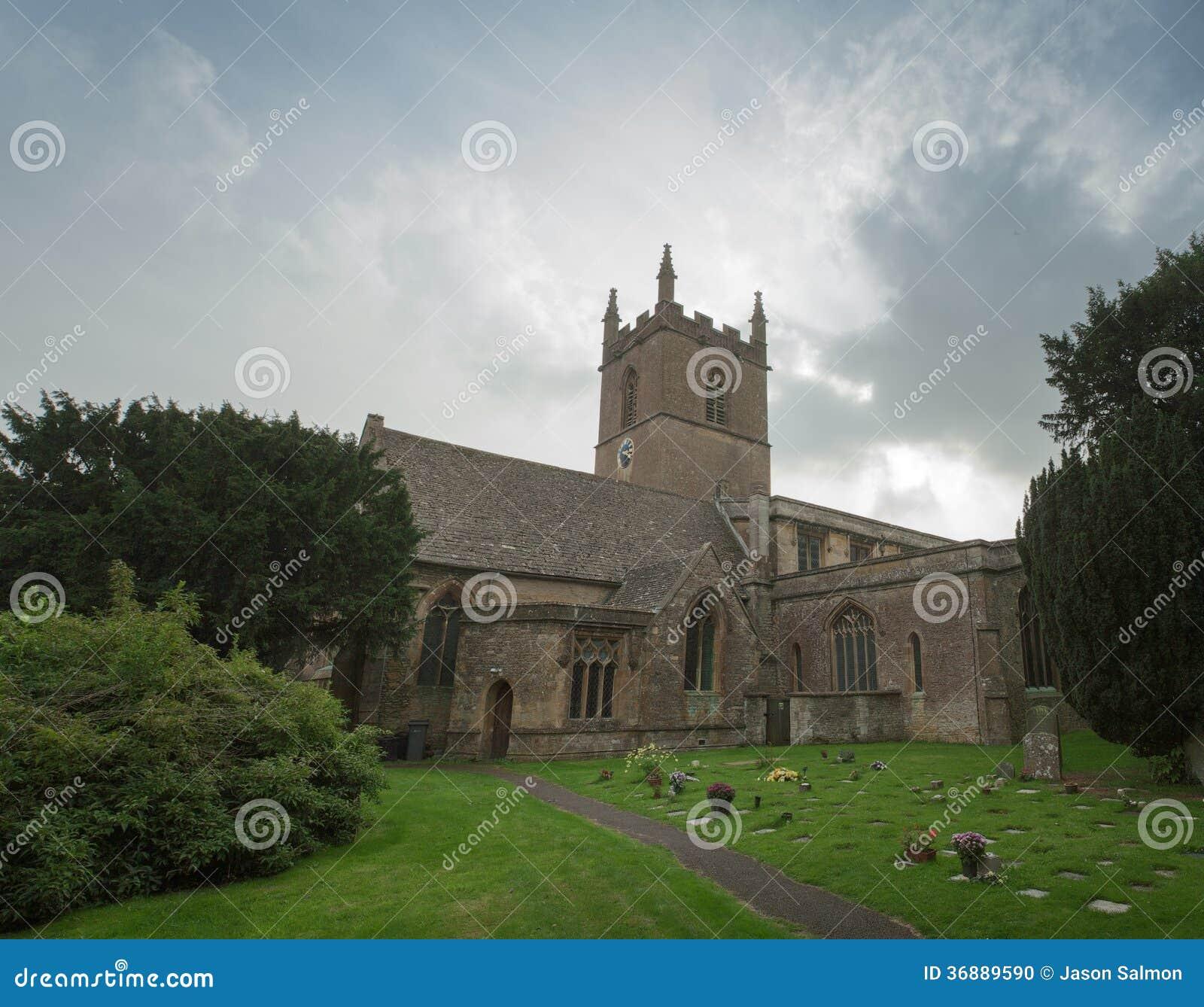 Download Vista Del Paesaggio Di Una Chiesa Inglese Fotografia Stock - Immagine di limite, architettura: 36889590