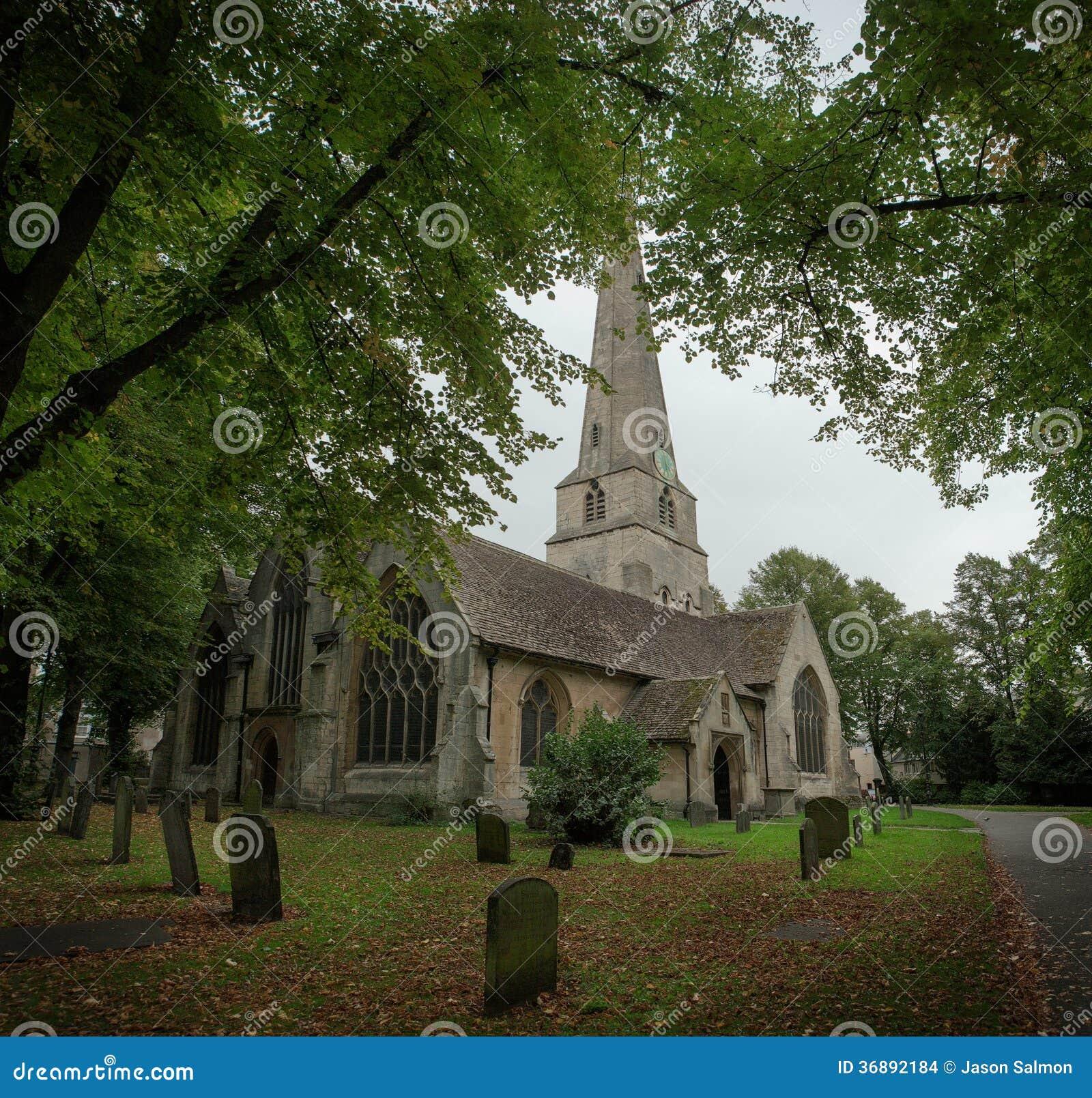 Download Vista Del Paesaggio Di Una Chiesa Inglese Fotografia Stock - Immagine di storico, graveyard: 36892184
