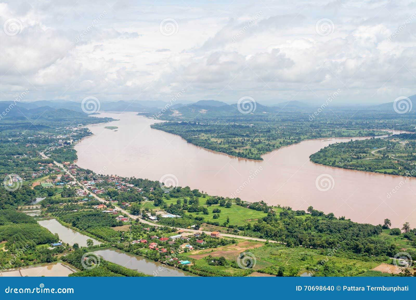 Vista del paesaggio sulla cima della montagna fotografia for Planimetrie vista montagna