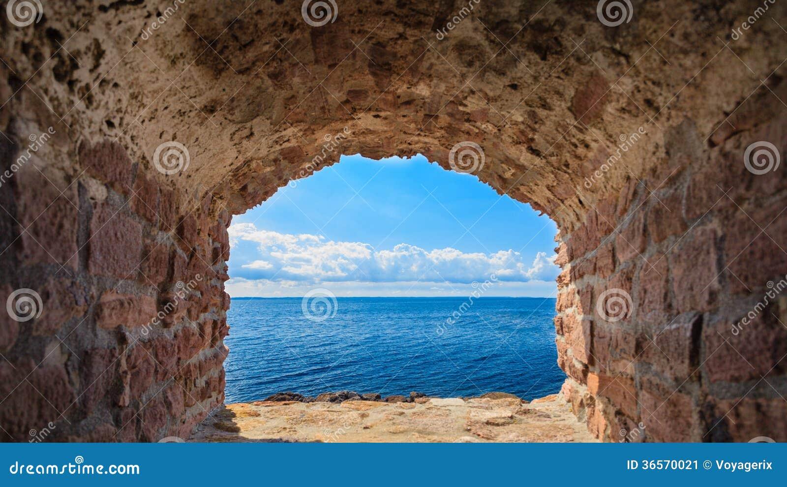 Vista Del Paisaje Marino Azul Del Mar Del Marco De Ventana Del ...