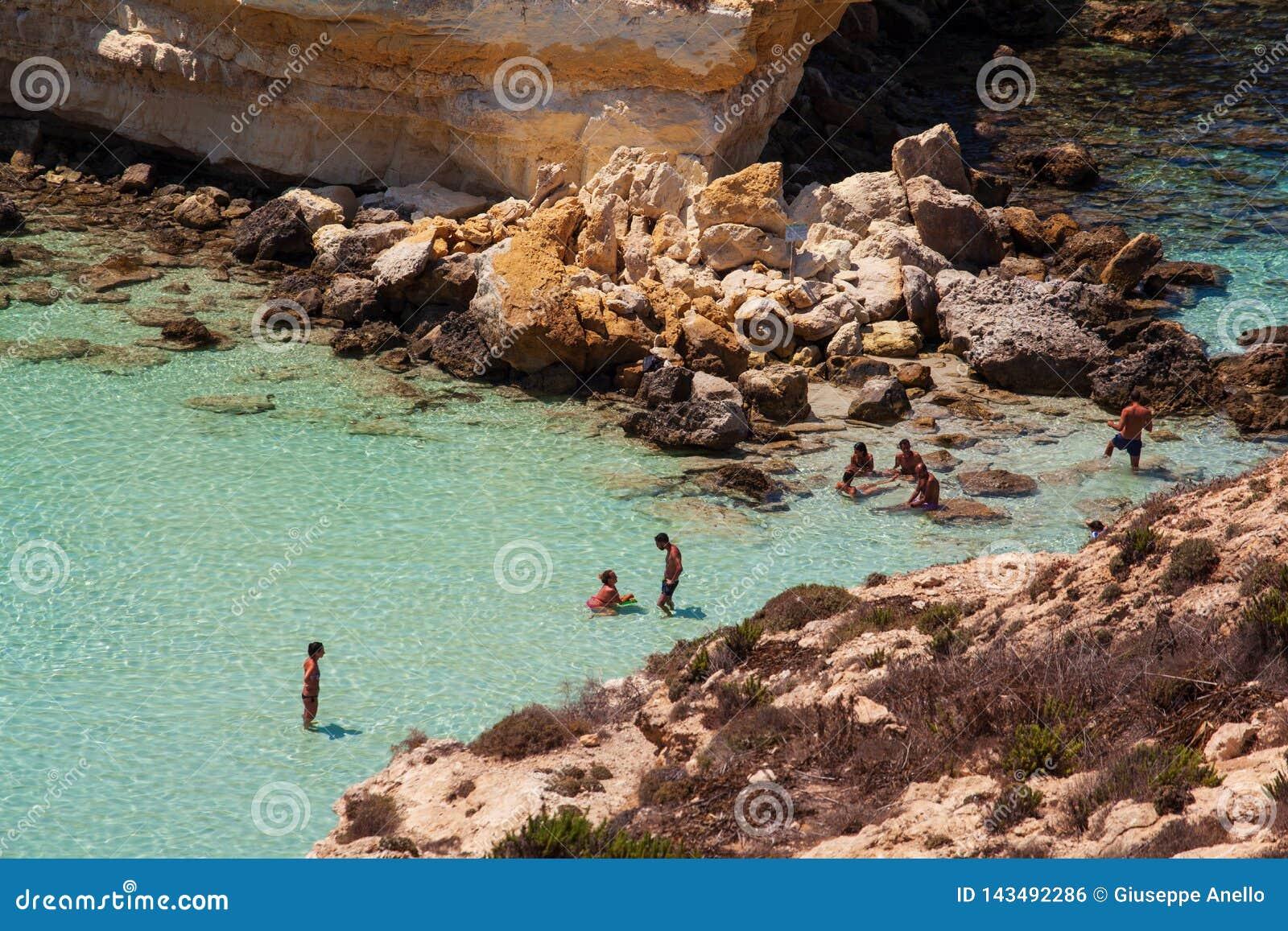 Vista del posto del mare più famoso di Lampedusa, conigli di dei di Spiaggia
