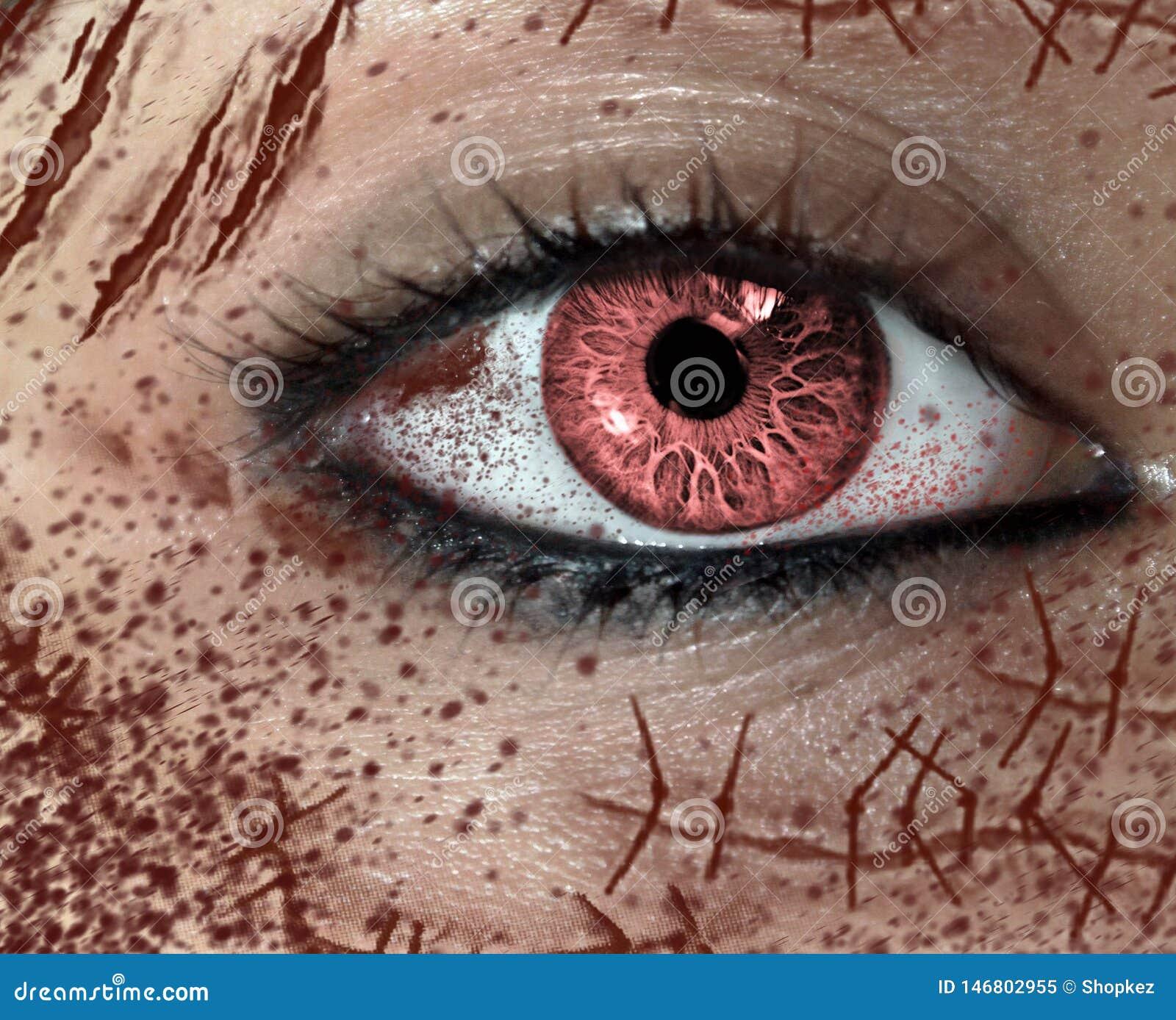 Vista del primo piano dell occhio dell orrore della femmina con molte cicatrici sul fronte