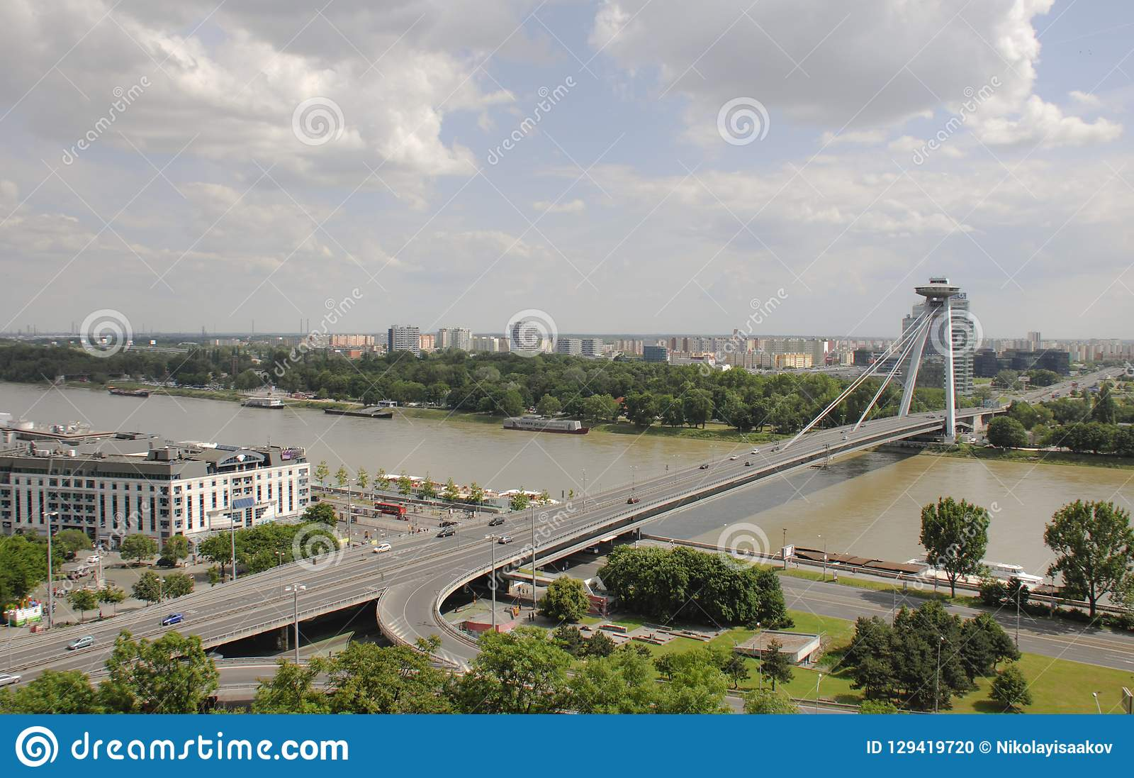 Vista del puente de la sublevación nacional eslovaca