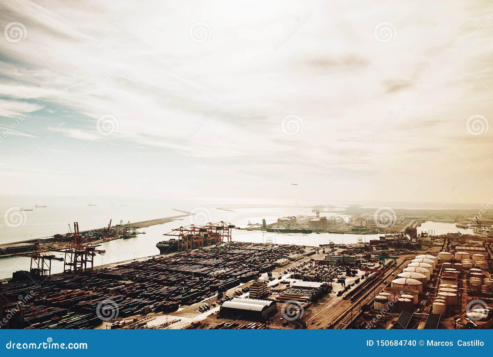 Vista del puerto en Barcelona