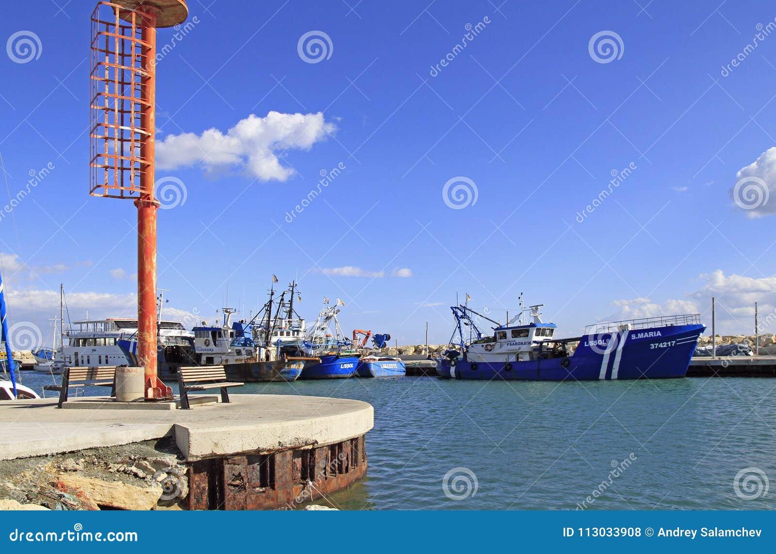 Vista del puerto viejo de Limassol
