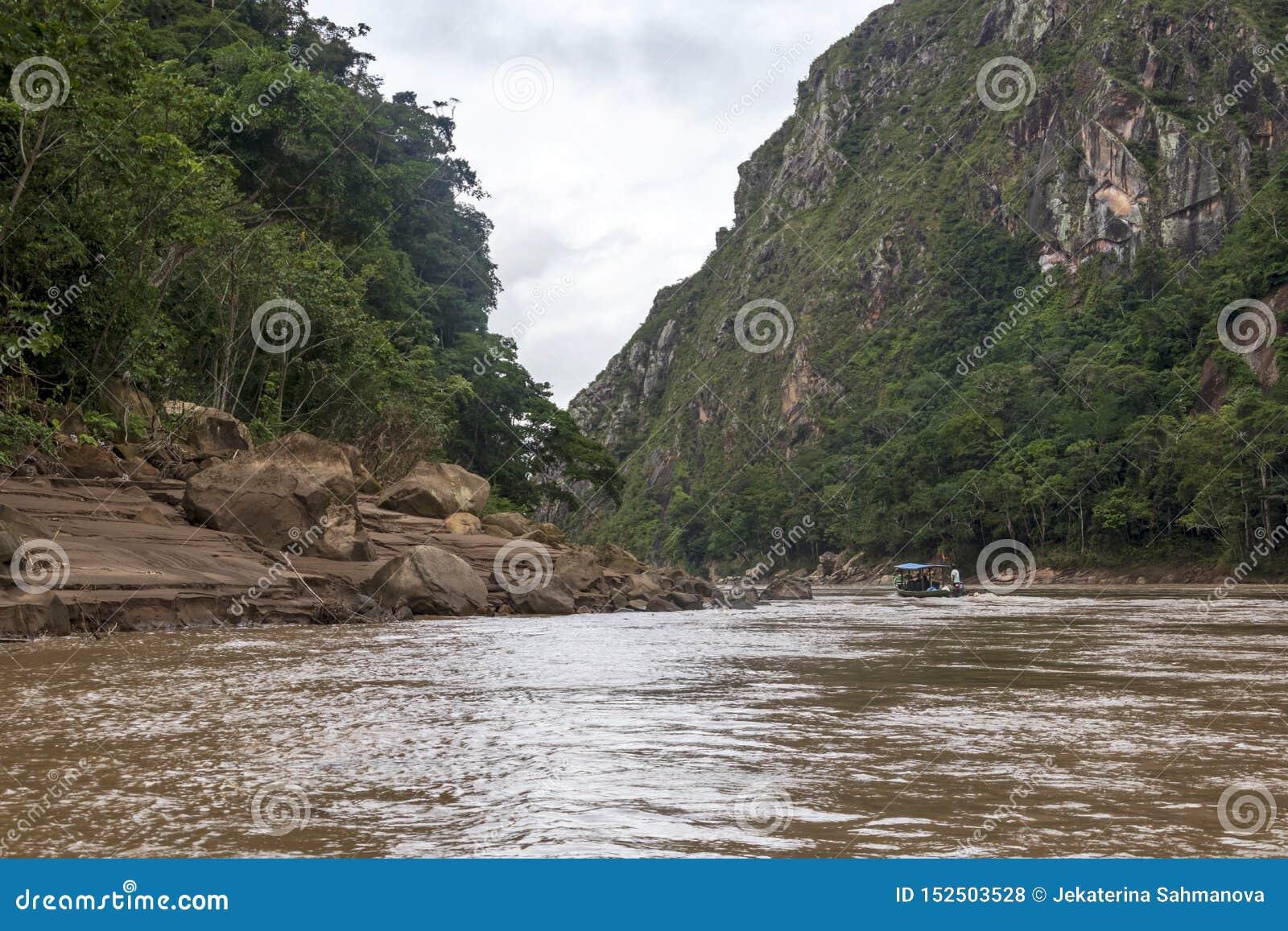 Vista del río de Beni y de la selva tropical del parque nacional de Madidi en el lavabo superior del río Amazonas en Bolivia, Sur