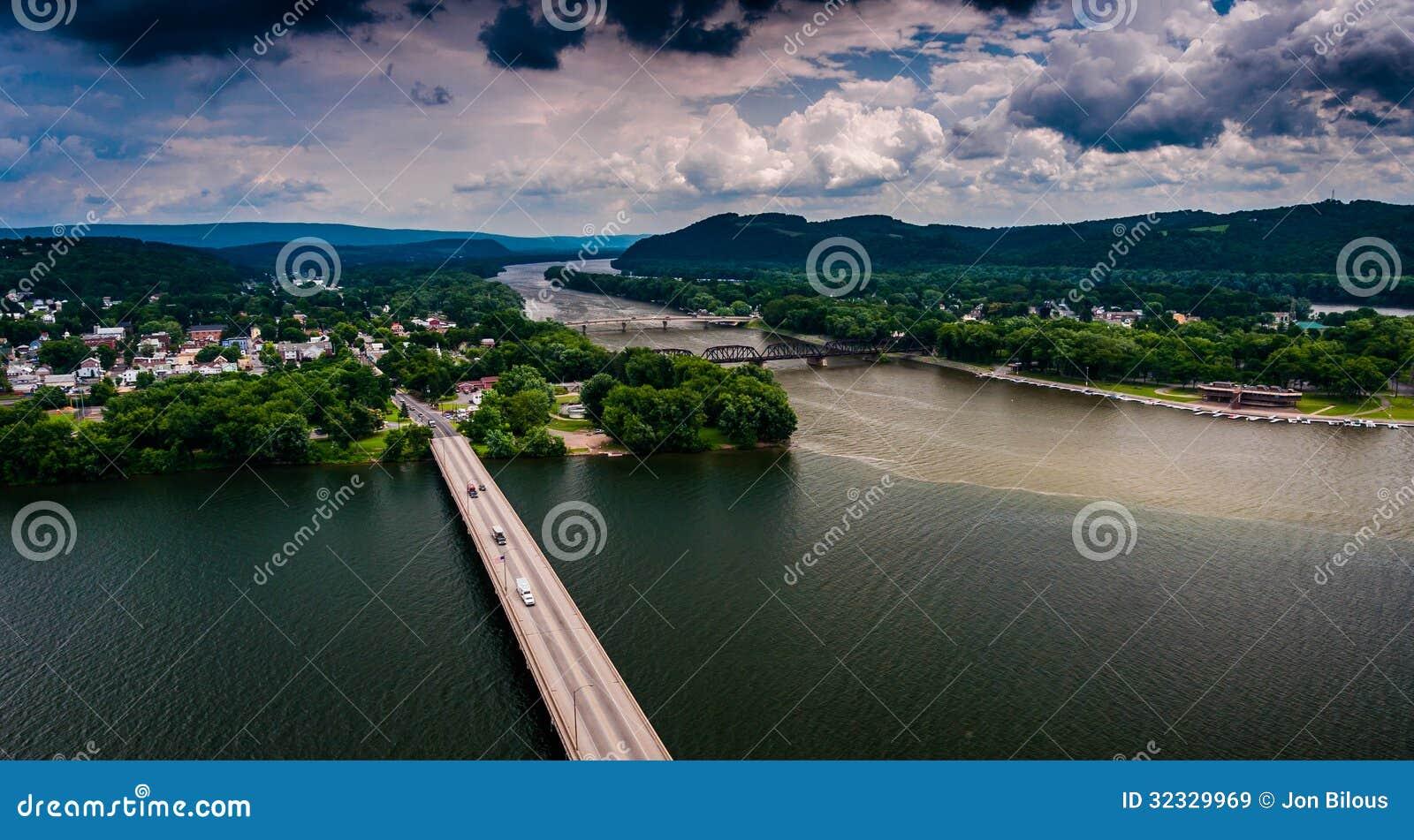 Vista del río Susquehanna y de la ciudad de Northumberland, PA