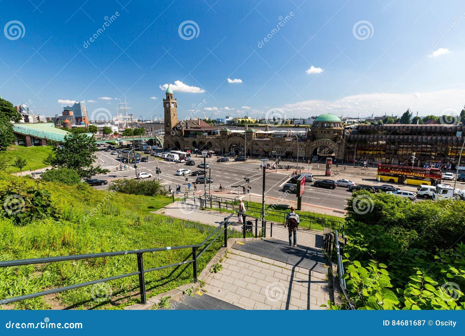Vista del St Pauli Piers una del attrac del turista del comandante de Hamburgs