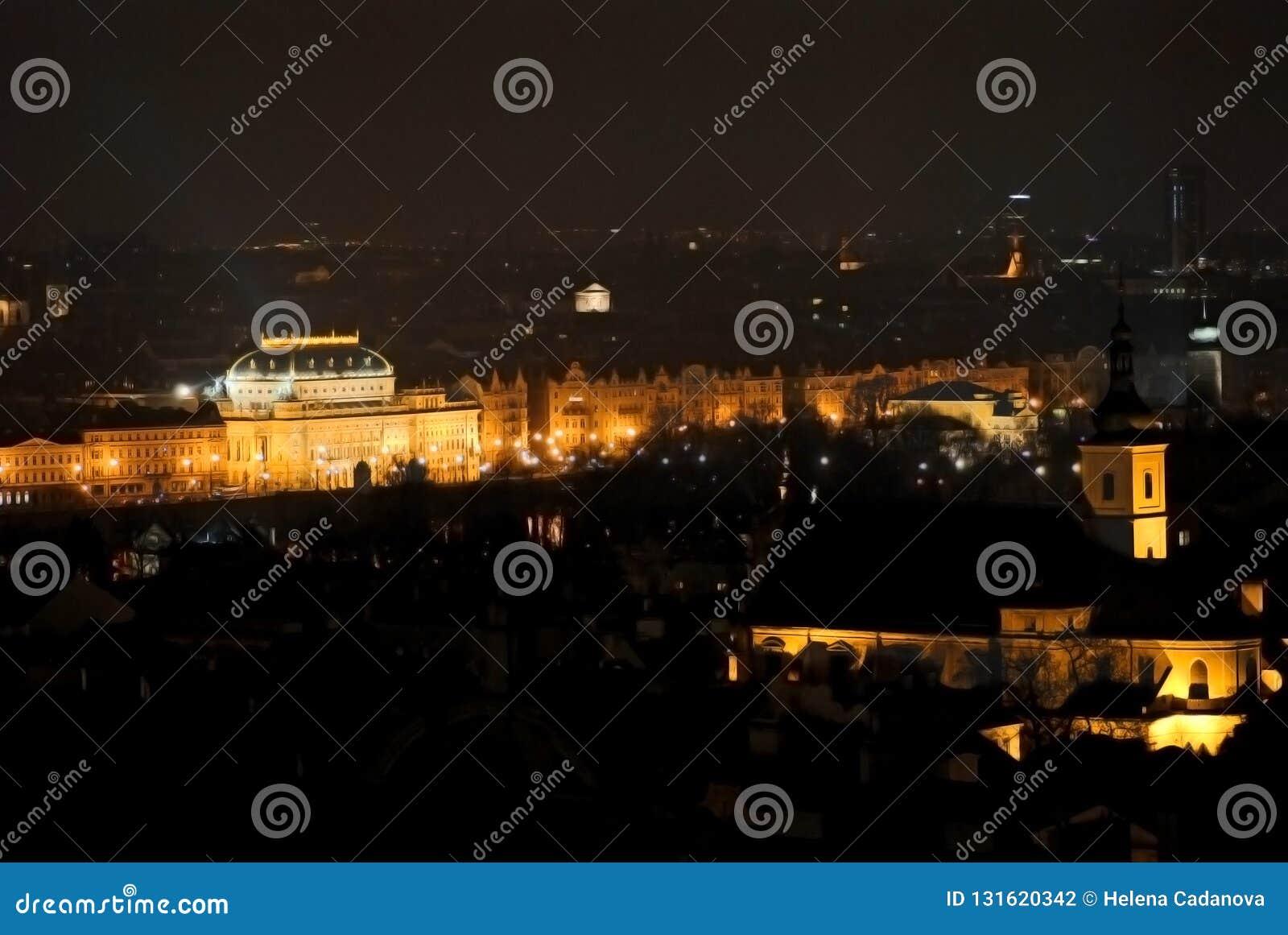 Vista del teatro nazionale a Praga