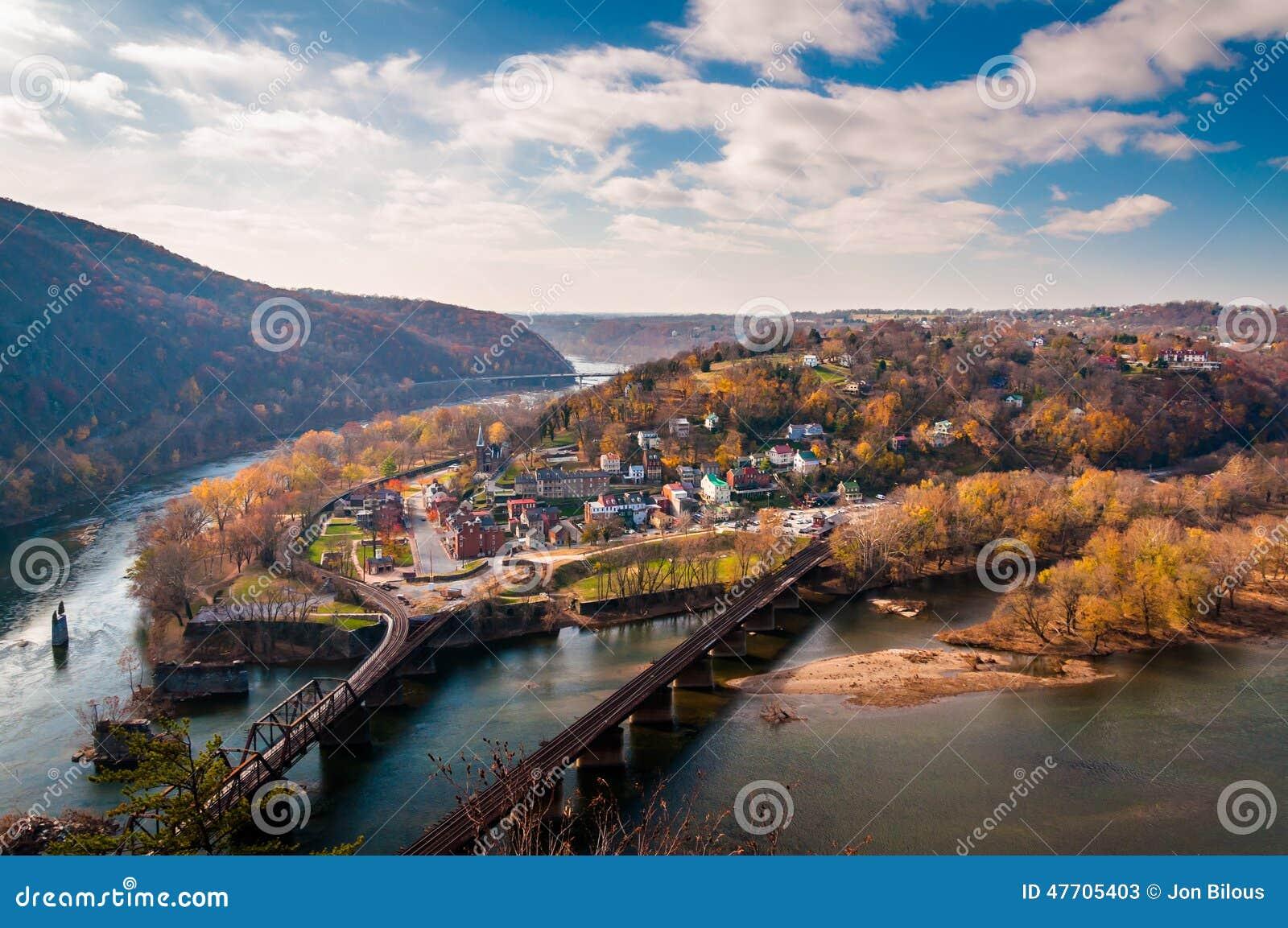 Vista del traghetto e del fiume Potomac di Harper da Maryland Heigh