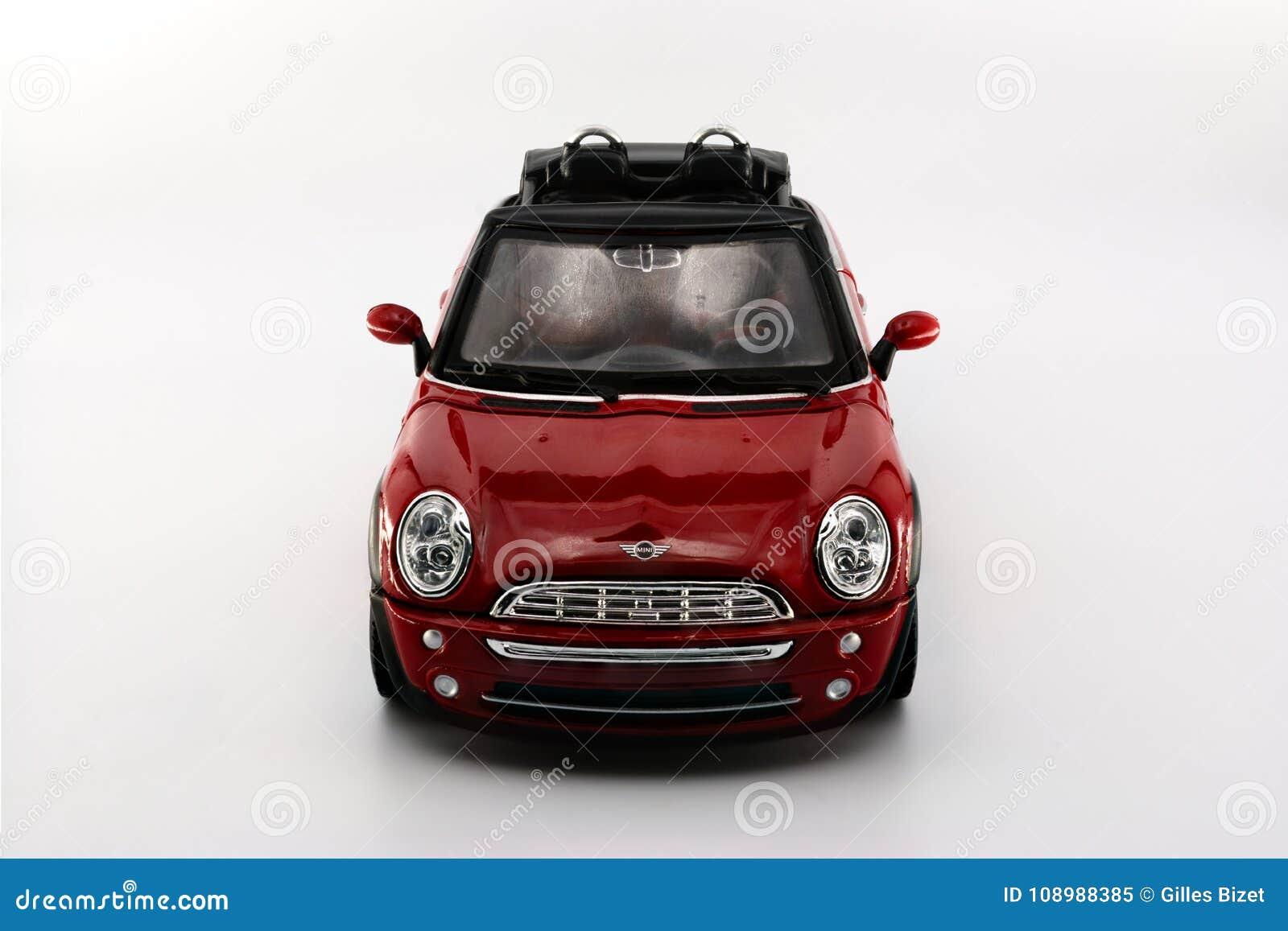 Vista delantera de Mini Cooper Cabrio