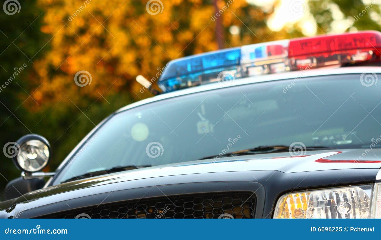 Vista delantera del coche policía