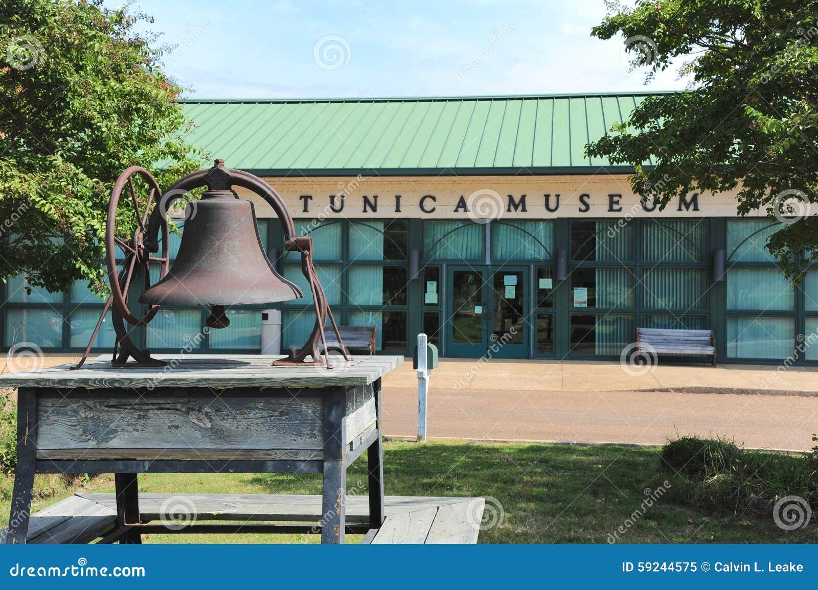 Vista delantera del museo del Tunica en Mississippi septentrional
