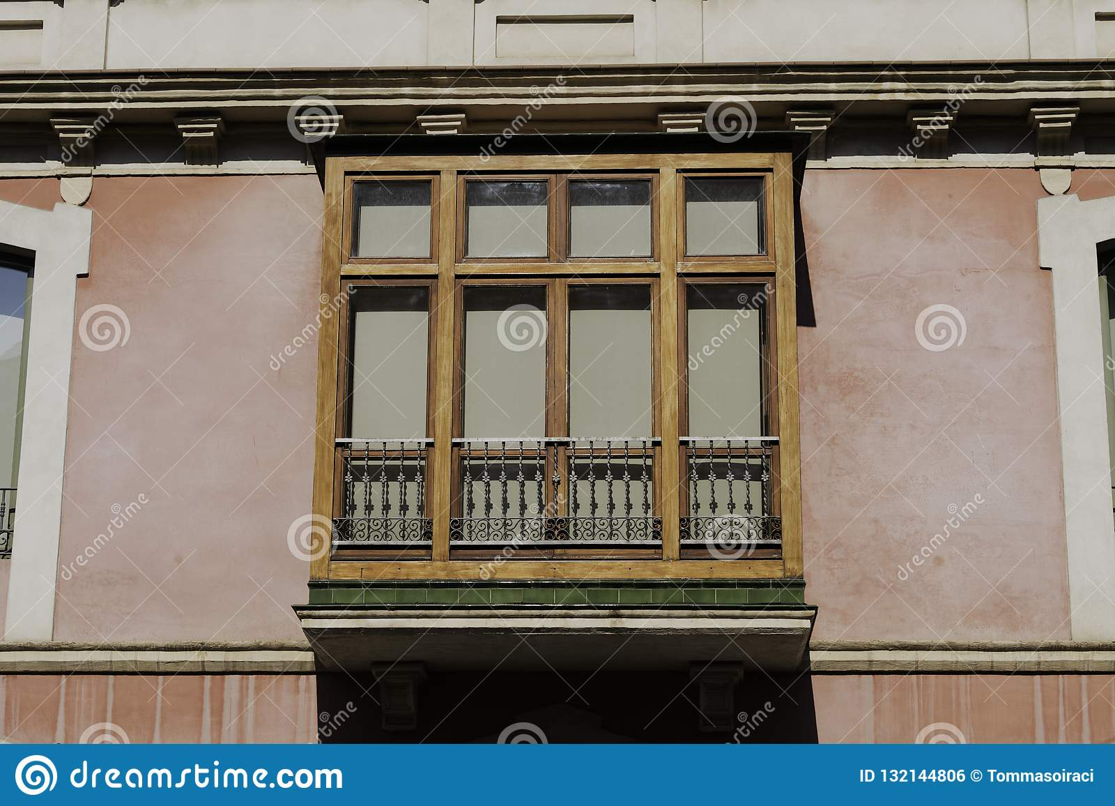 Vista Delantera Española De La Construcción De Viviendas