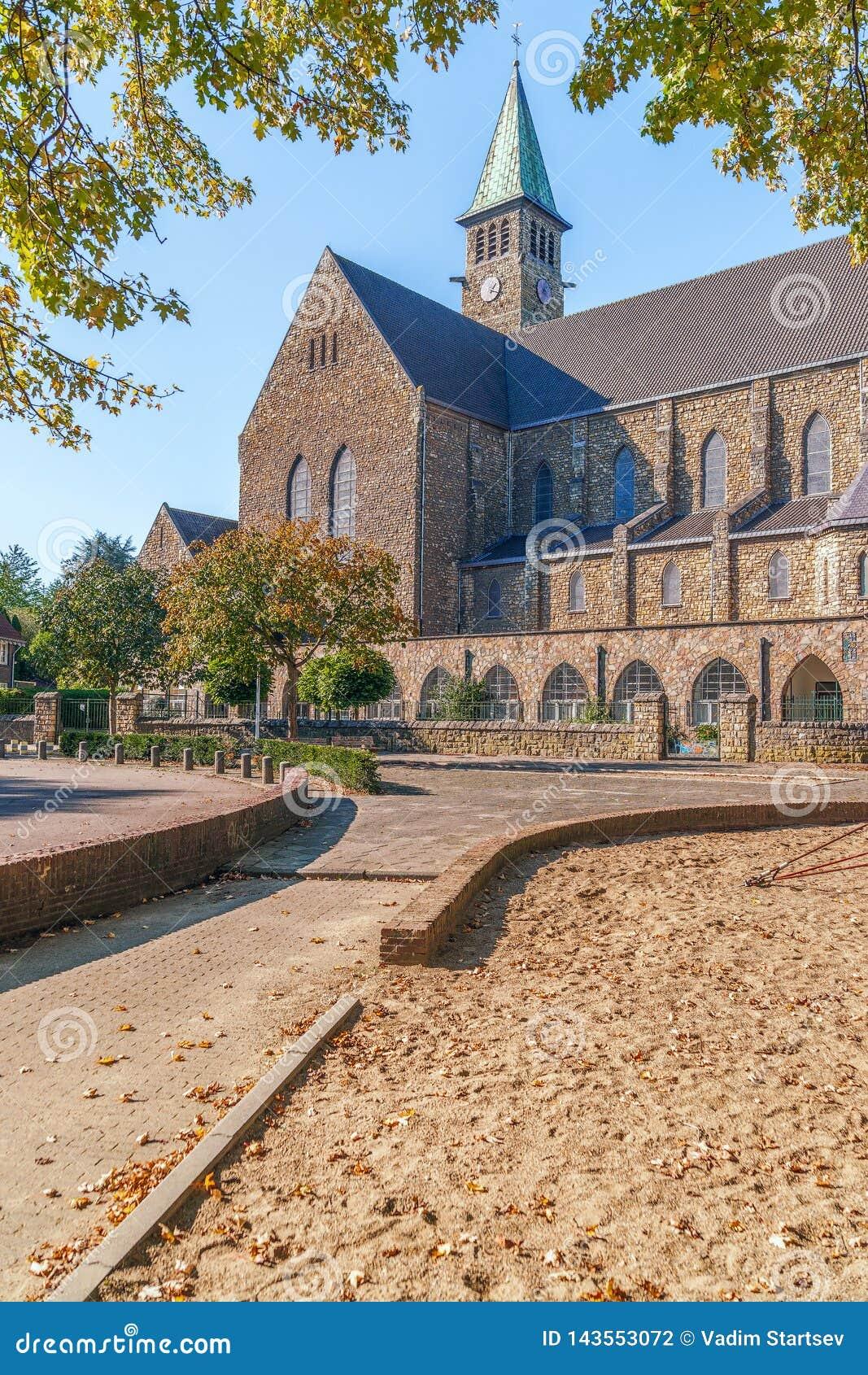 Vista della chiesa cattolica della st Theresia nella città di Maastricht netherlands