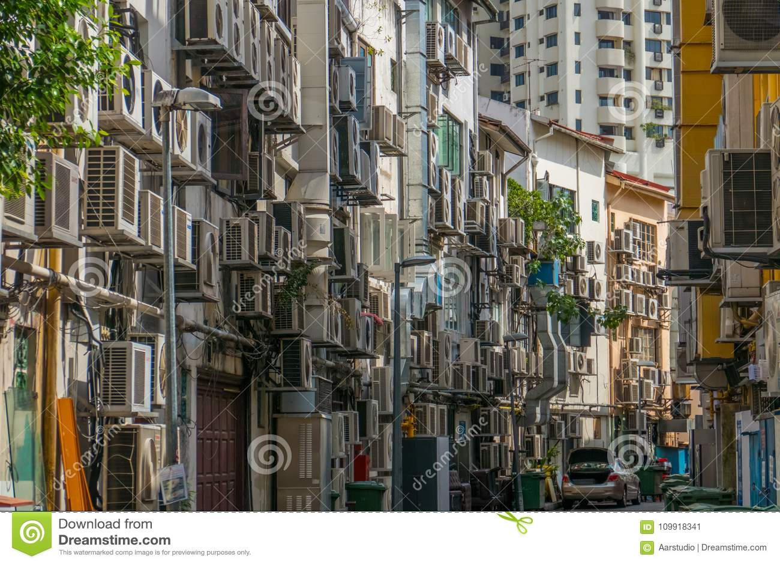 Vista della costruzione di appartamento dell abitazione con i condizionatori d aria