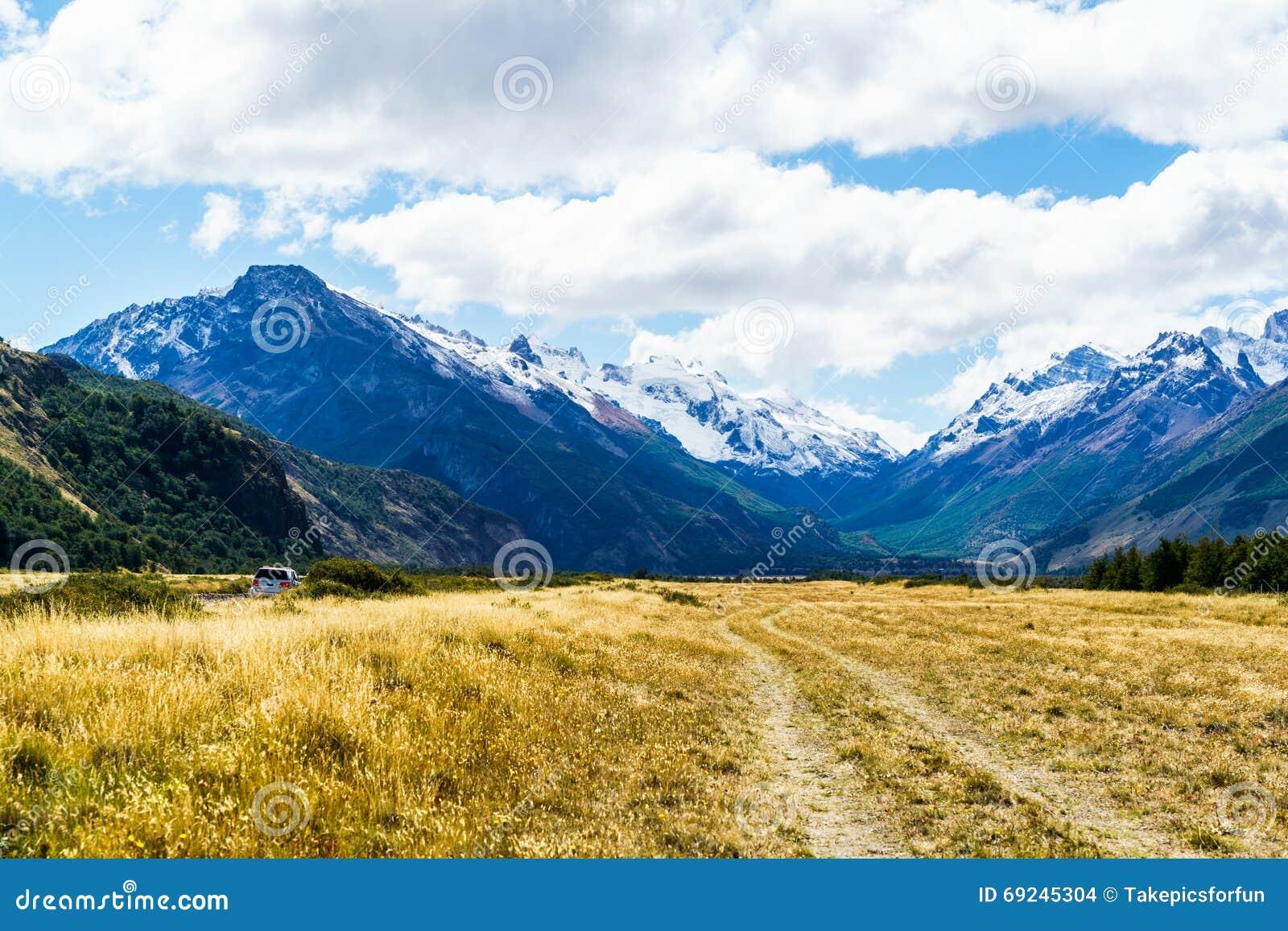 Vista della montagna e del campo fotografia stock for Planimetrie vista montagna