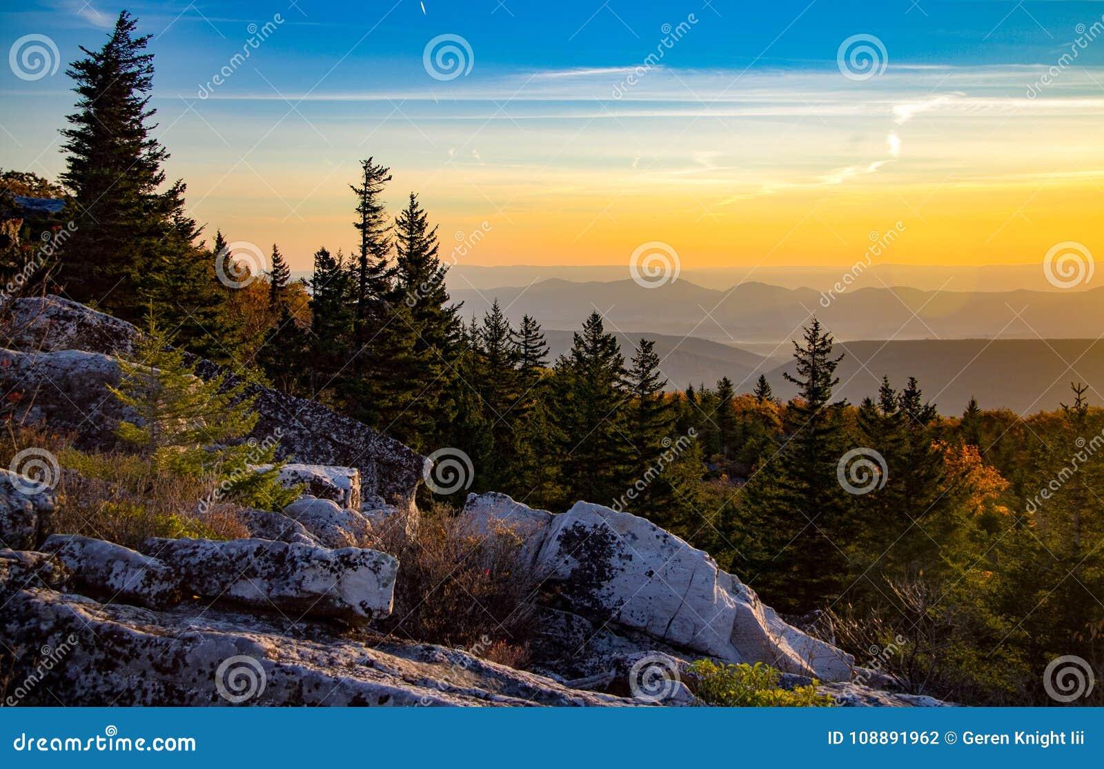 Vista della montagna lungo la parte anteriore di Allegheny