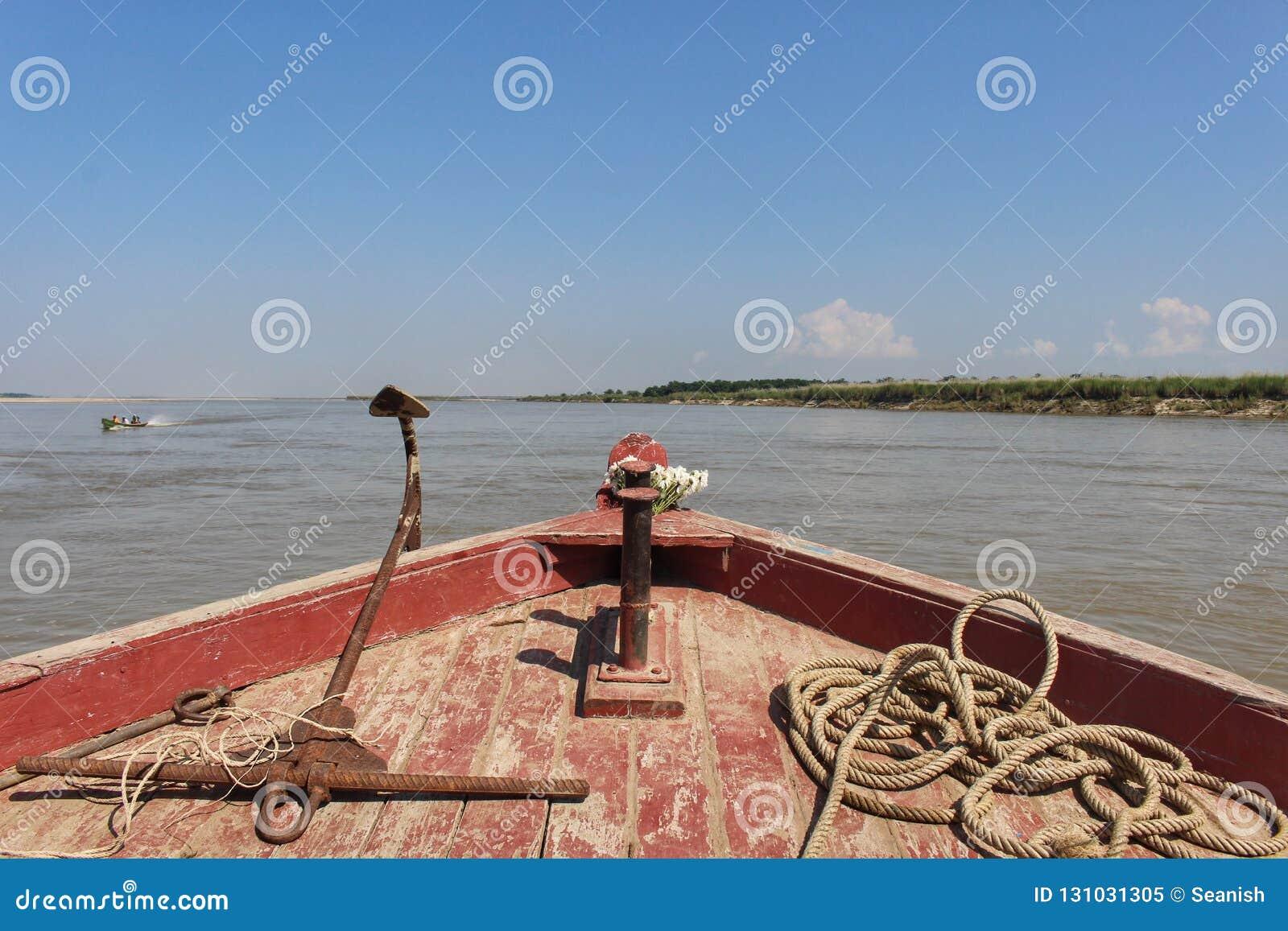 Vista della prua della barca del Irrawaddy