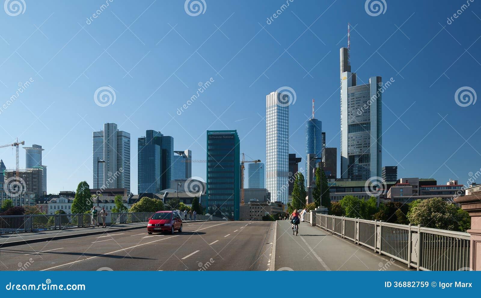 Download Vista Della Via Della Città Di Francoforte Immagine Stock Editoriale - Immagine di grattacielo, costruzione: 36882759