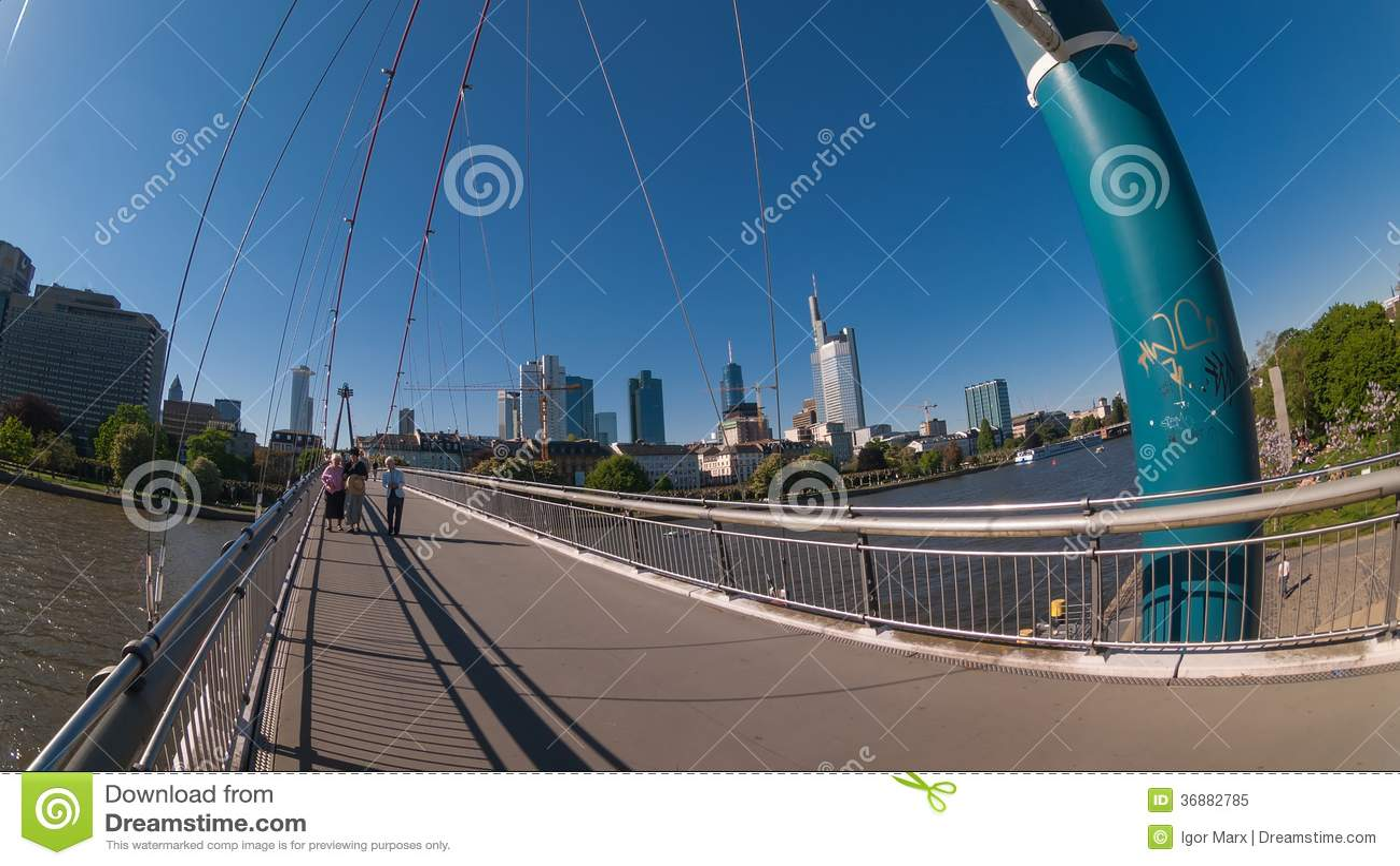 Download Vista Della Via Della Città Di Francoforte Immagine Editoriale - Immagine di cityscape, costruzione: 36882785