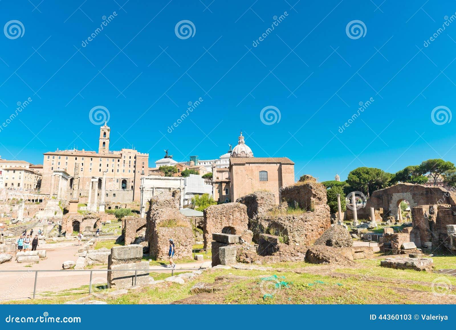 Vista delle rovine di Roman Forum a Roma, Italia
