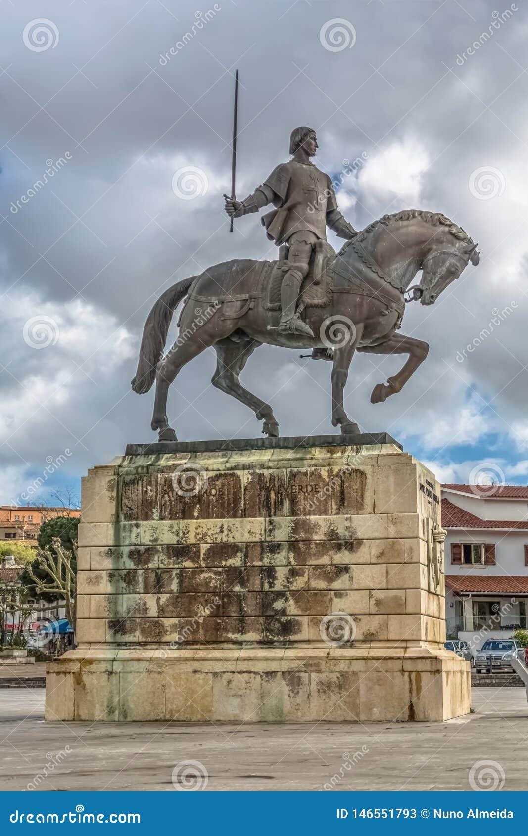 Vista detalhada da estátua no pereira de Nuno Alvares, no cavaleiro português famoso e em seu cavalo, Portugal