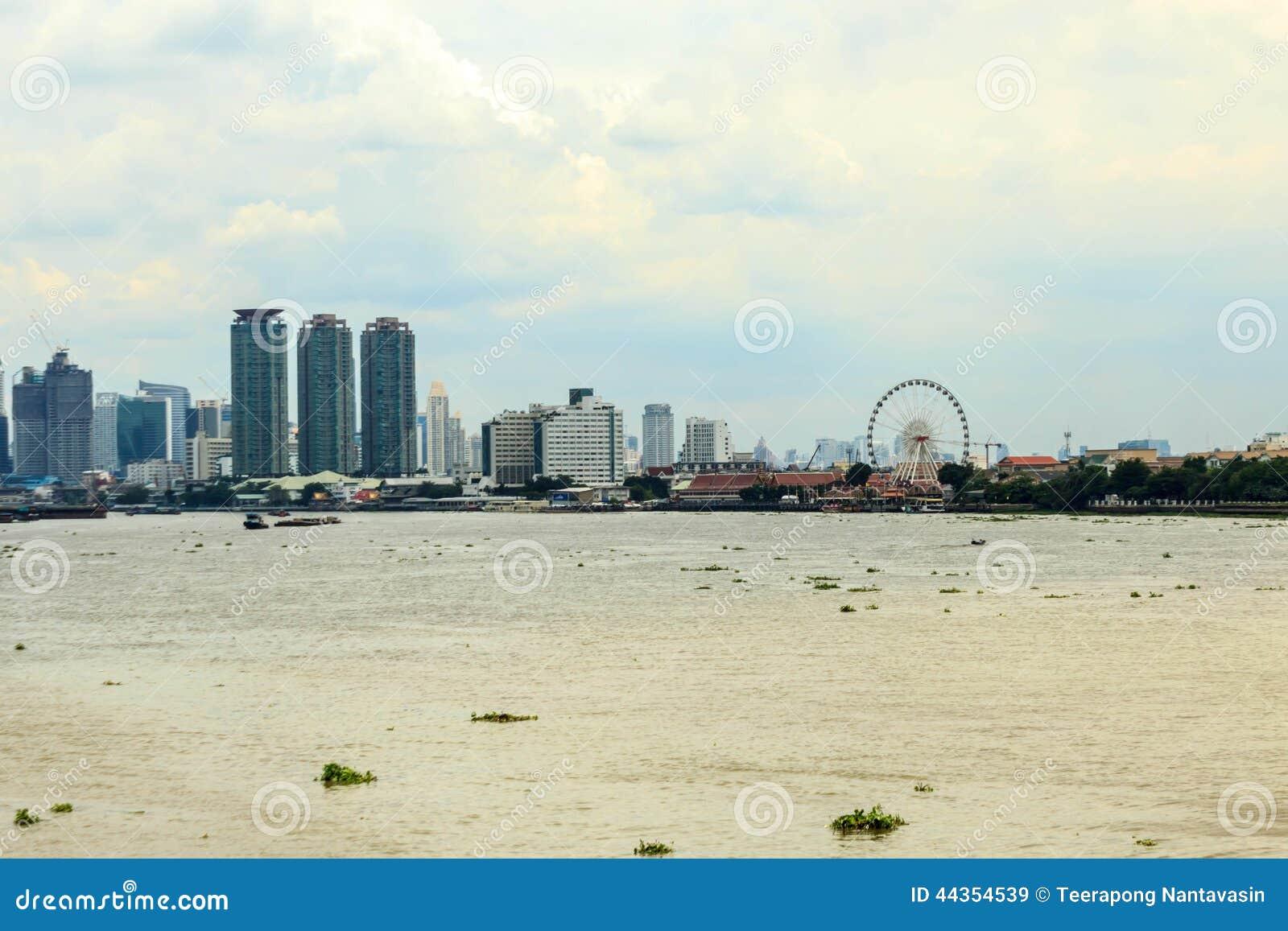 Vista di Asiatique sul Chao Phraya
