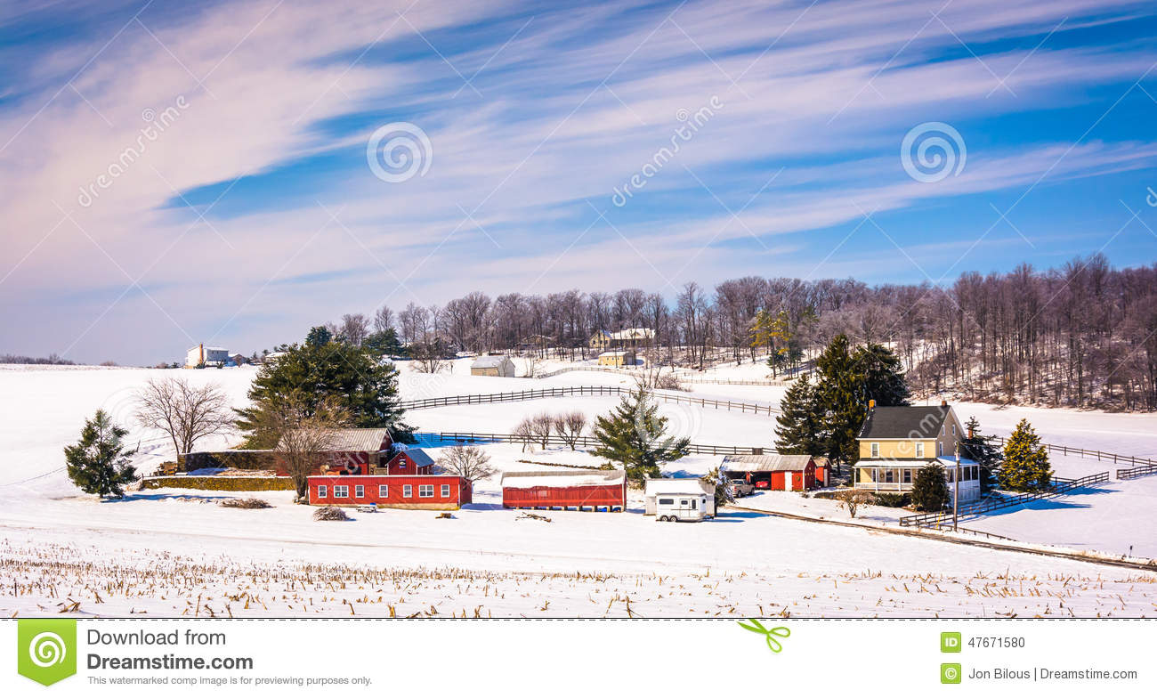 Vista di inverno di un azienda agricola in Carroll County rurale, Maryland