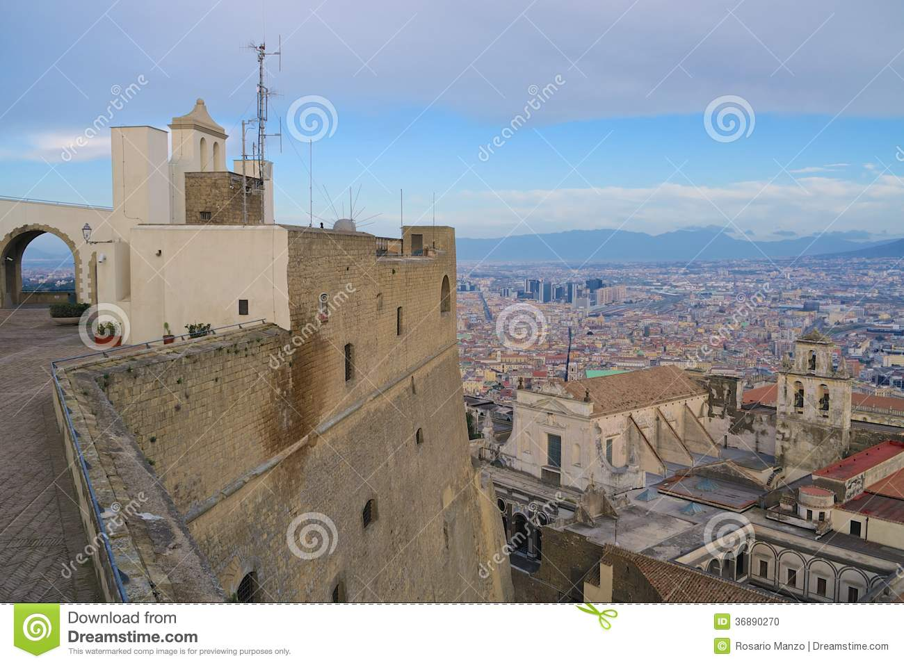 Download Vista Di Napoli Dalla Fortezza Fotografia Stock - Immagine di unico, shoreline: 36890270