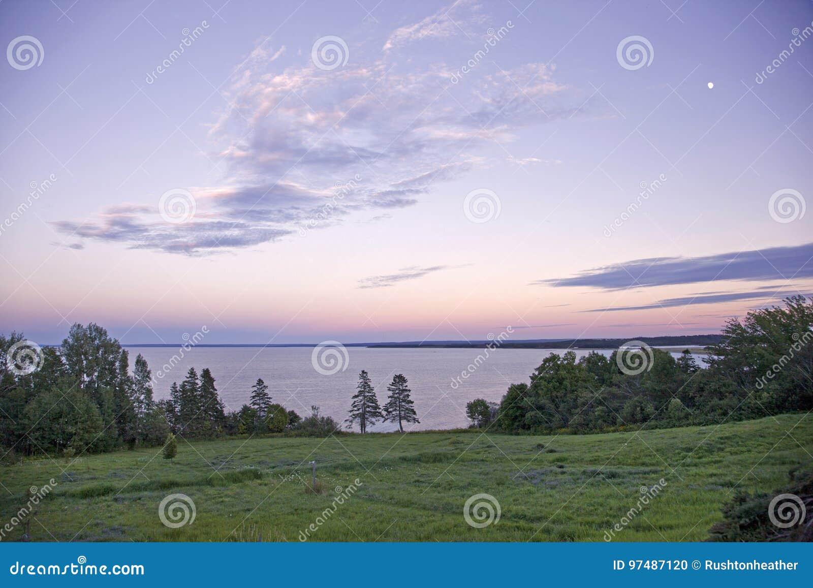 Vista di Northumberland diritto al tramonto