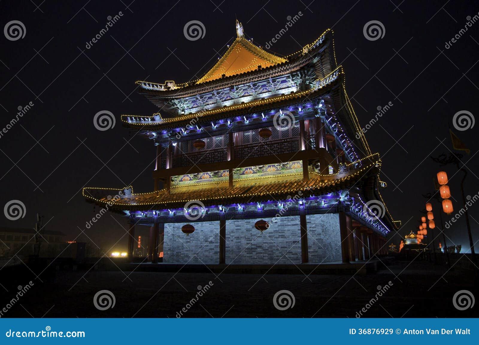 Download Vista Di Notte Del Muro Di Cinta Di Xi'an Immagine Stock - Immagine di coltura, destinazioni: 36876929