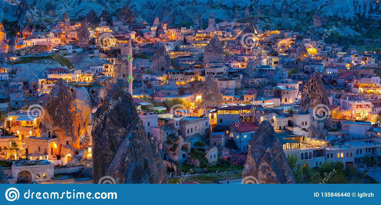Vista di notte di Goreme, Cappadocia, Turchia