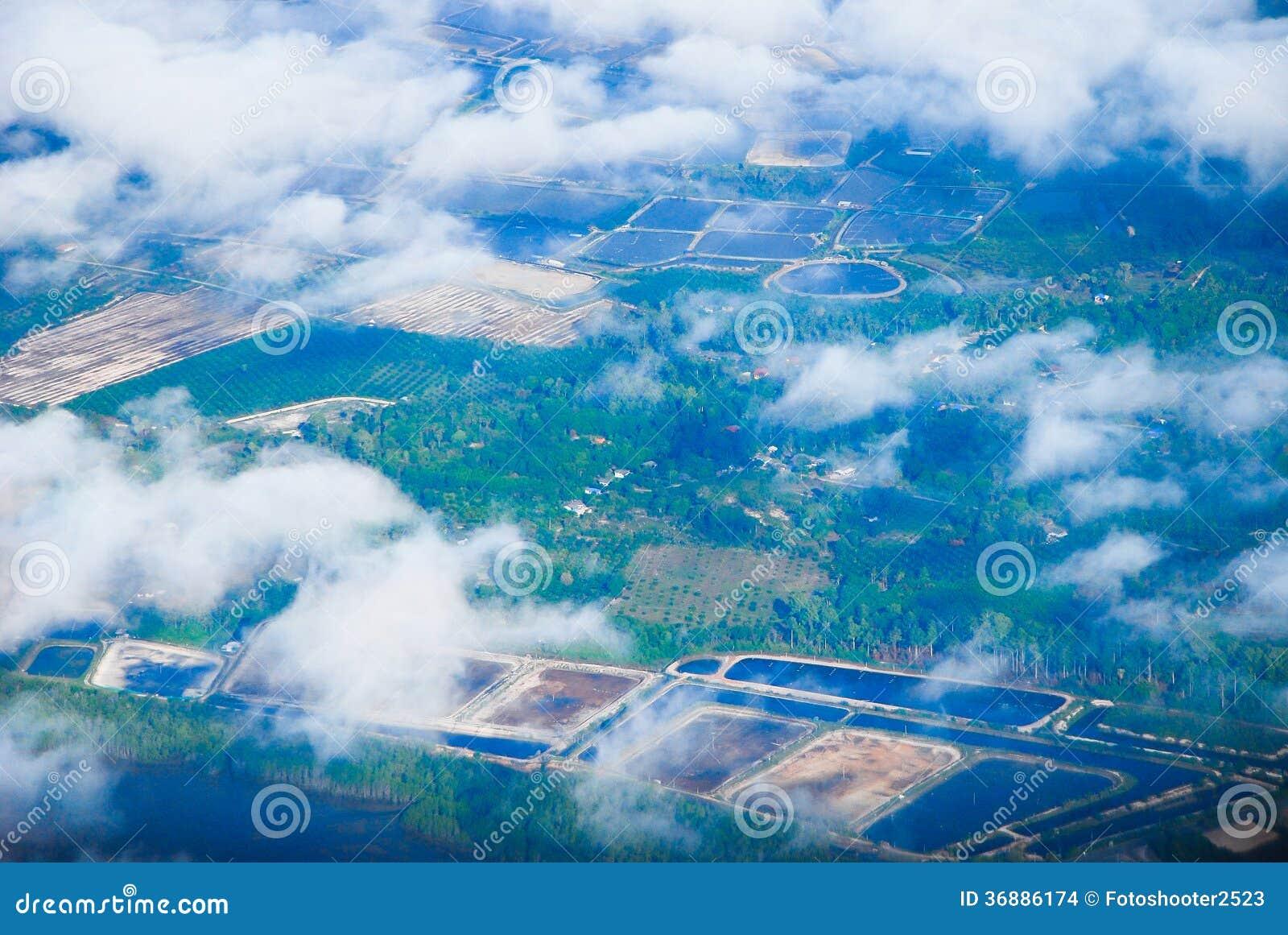 Download Vista Di Paesaggio Urbano Dall'aereo Fotografia Stock - Immagine di giardino, verde: 36886174