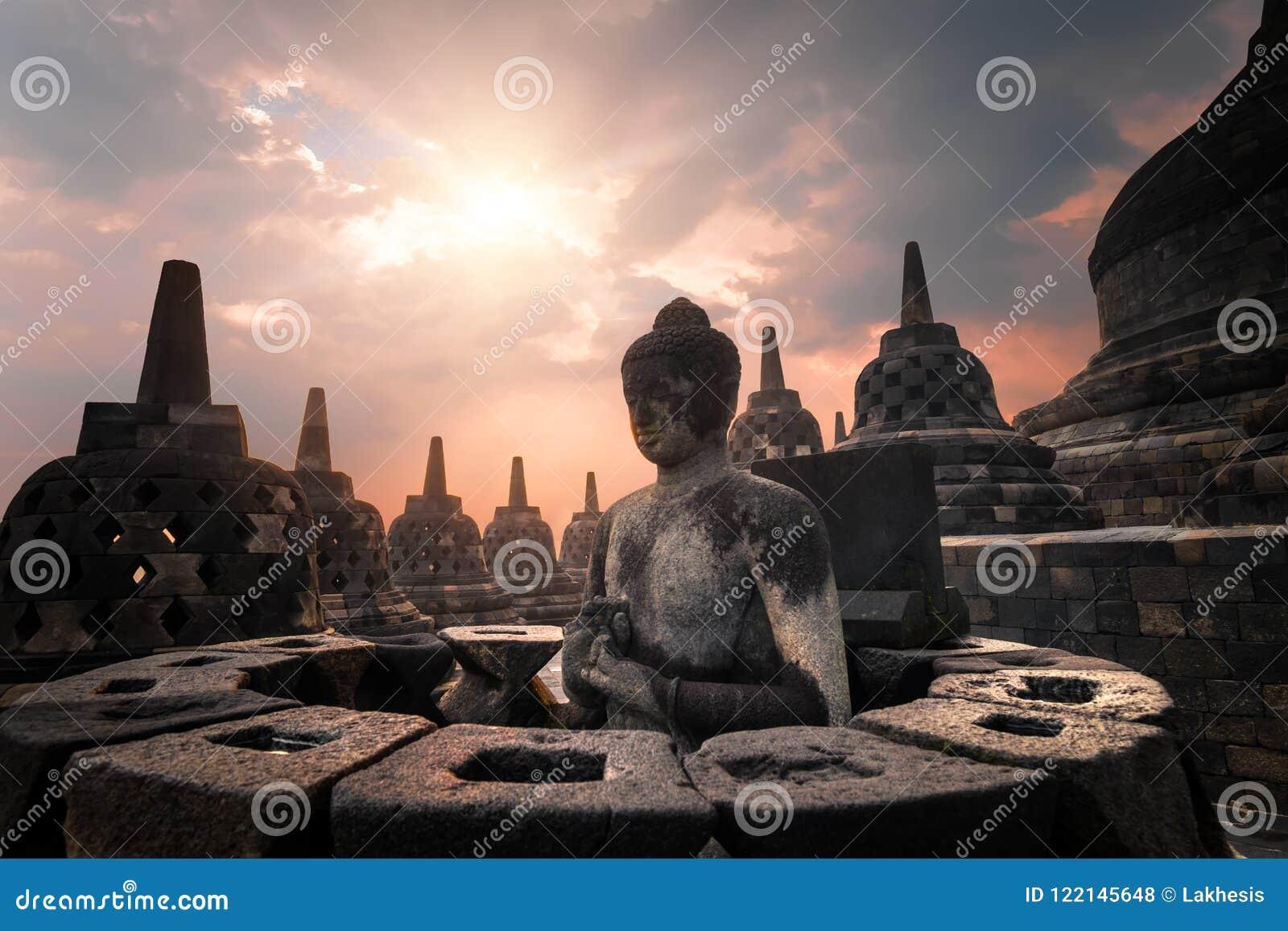 Vista di stupore di alba del tempio di Borobudur Java, Indonesia
