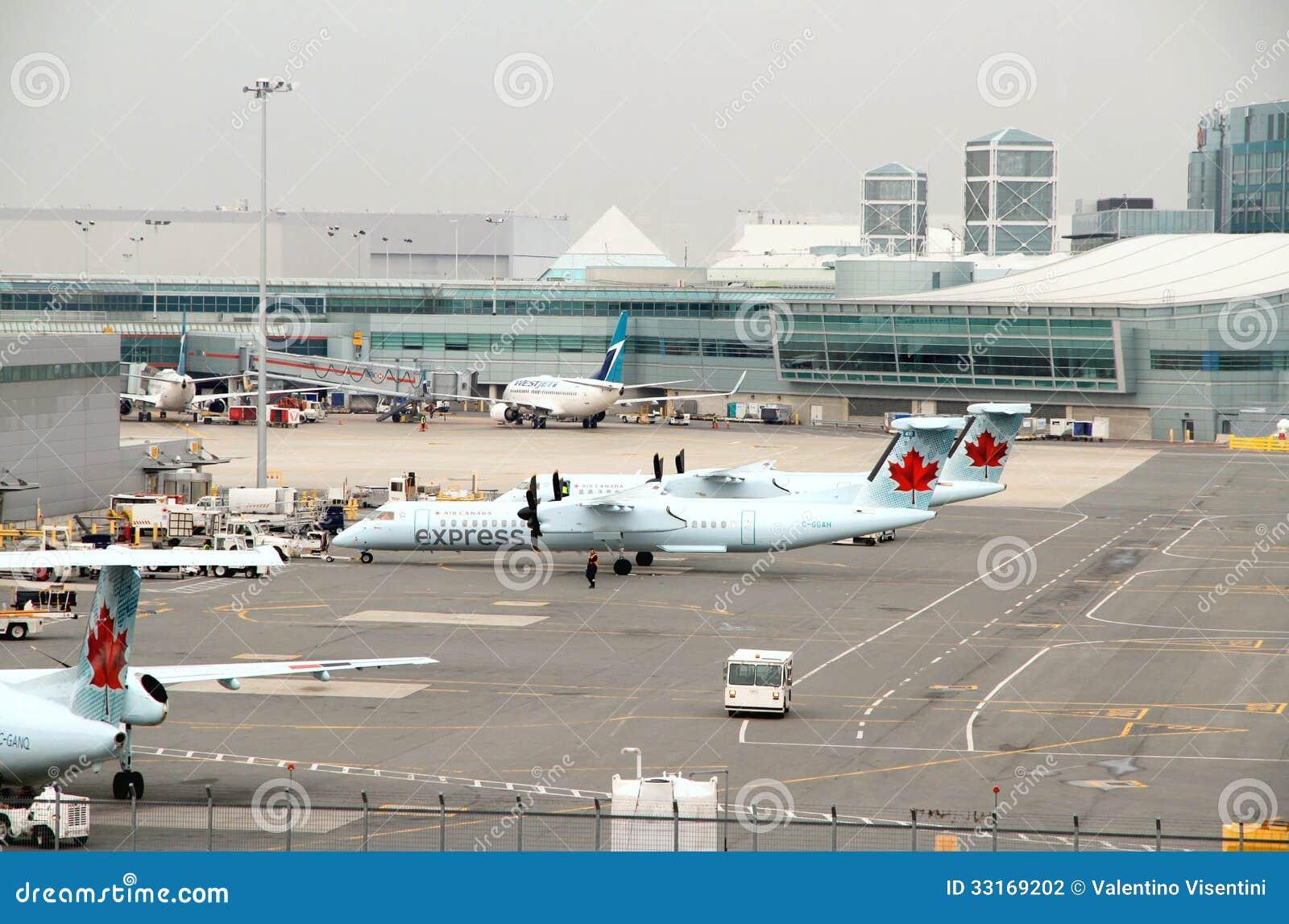 Vista di Toronto Pearson Airport Tarmac