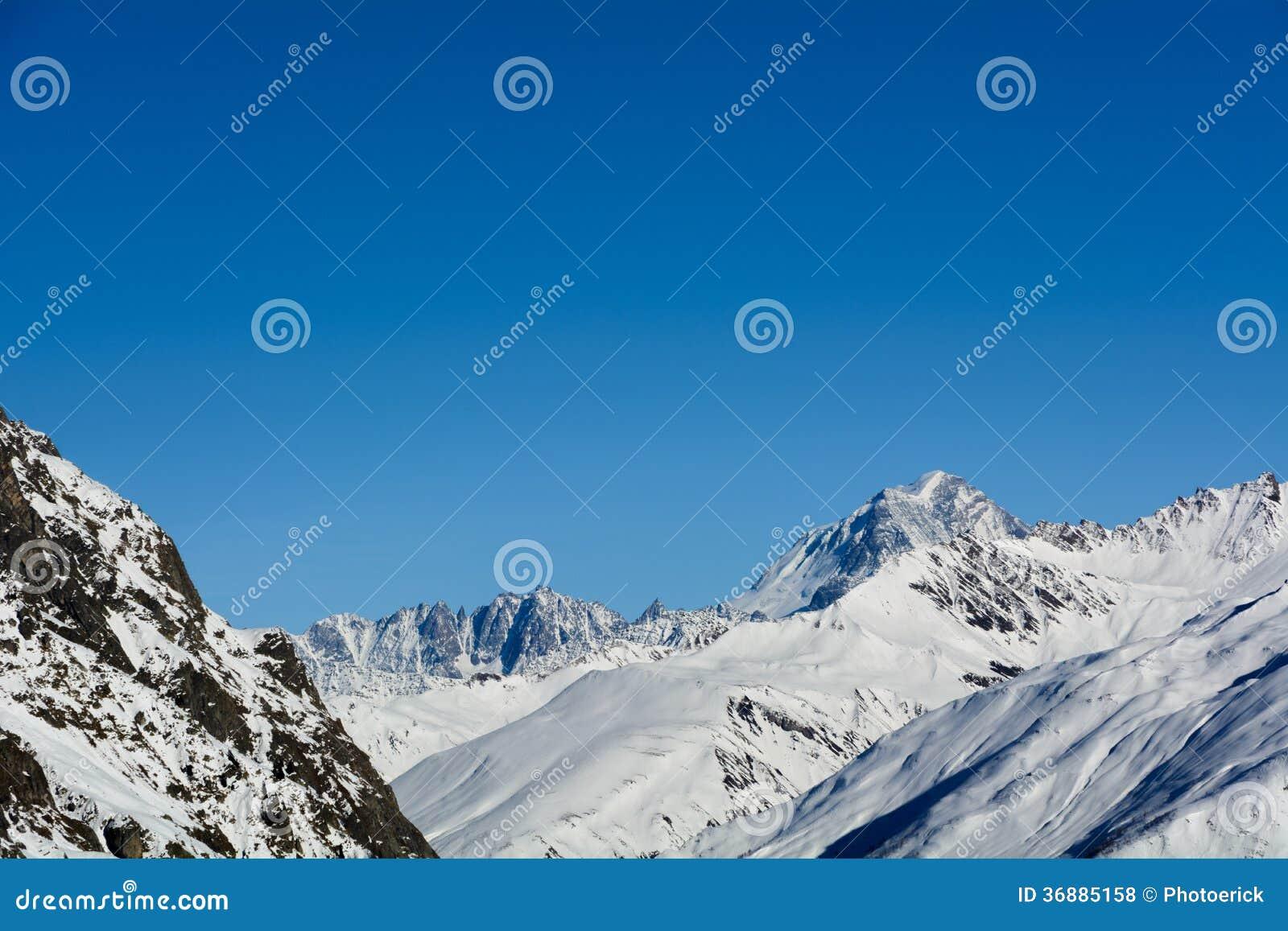 Download Vista di Valdigne fotografia stock. Immagine di valle - 36885158