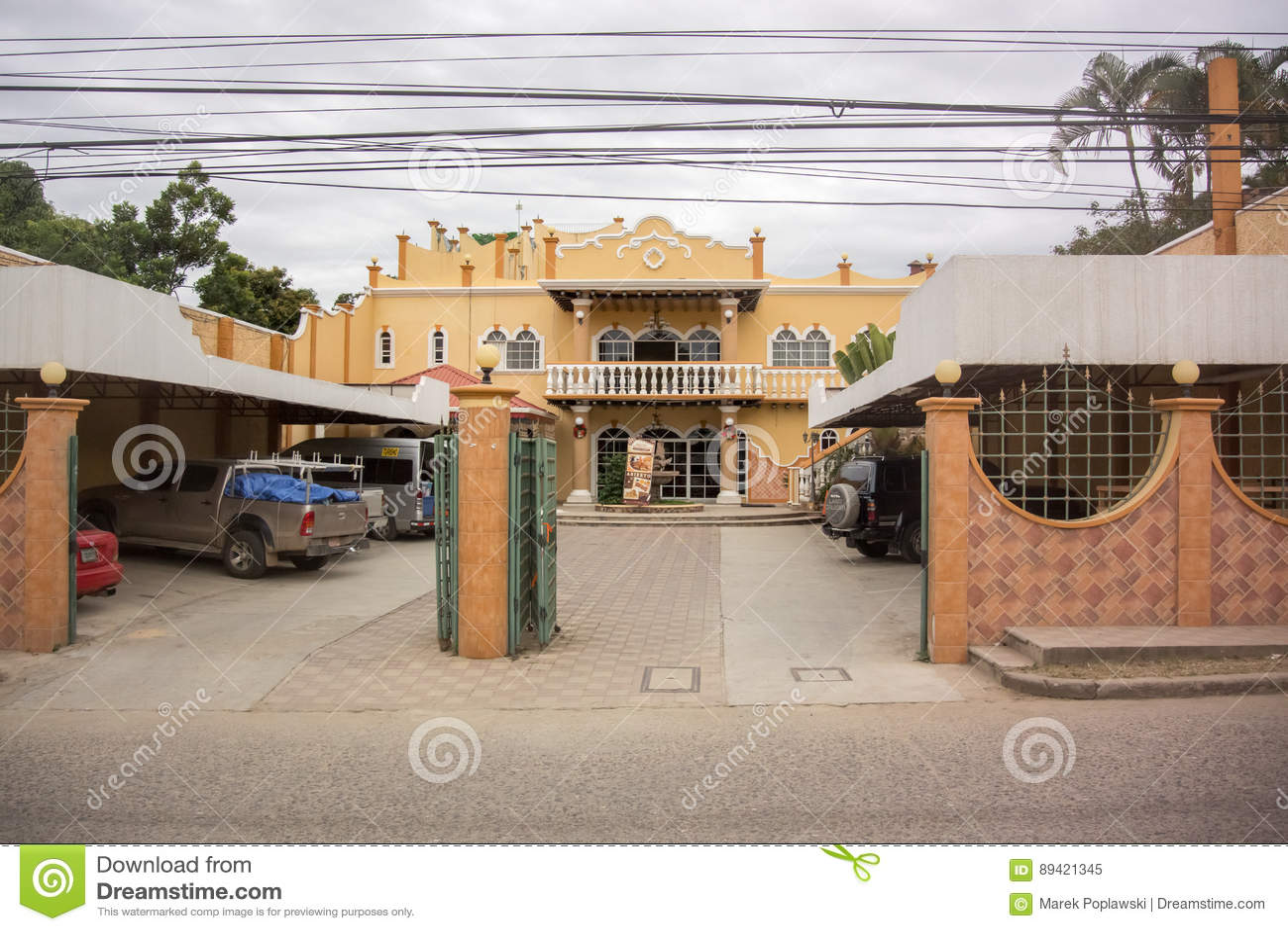 Vista dianteira ao hotel de Mario Chavez no EL Paraiso, Honduras