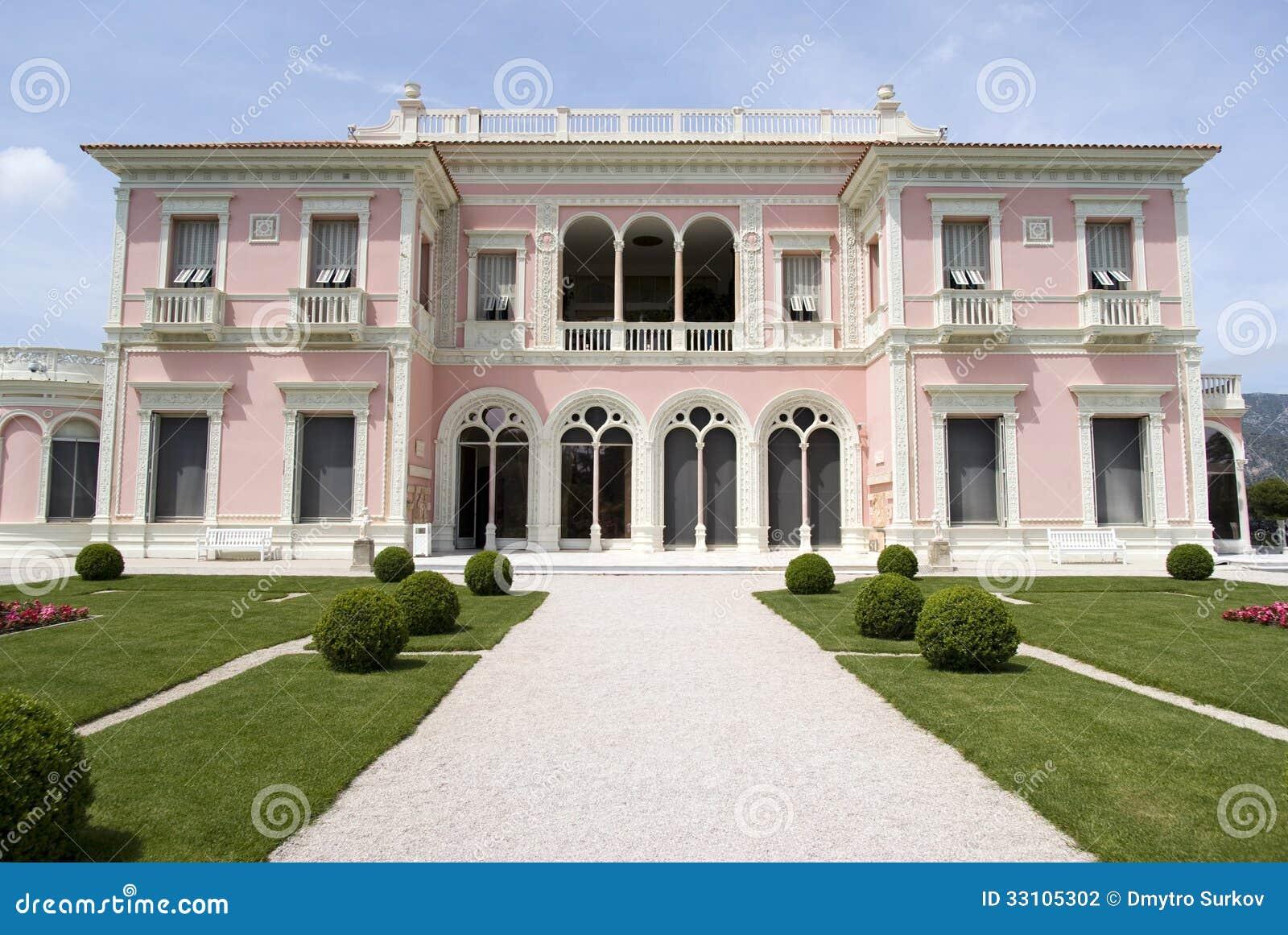 Vista dianteira da casa de campo Ephrussi de Rothschild